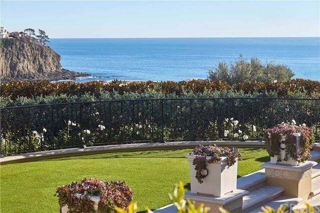 Detached House for Sale at 2620 Riviera Drive Laguna Beach, California 92651 United States