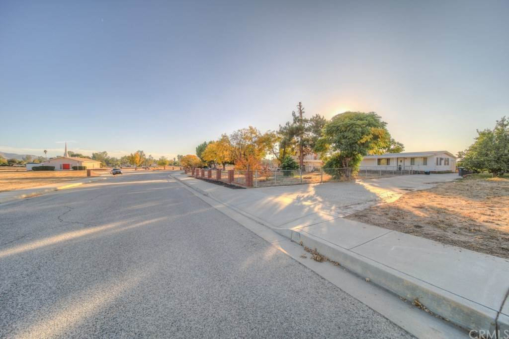 Commercial for Sale at 28200 Wecott Court Winchester, California 92596 United States