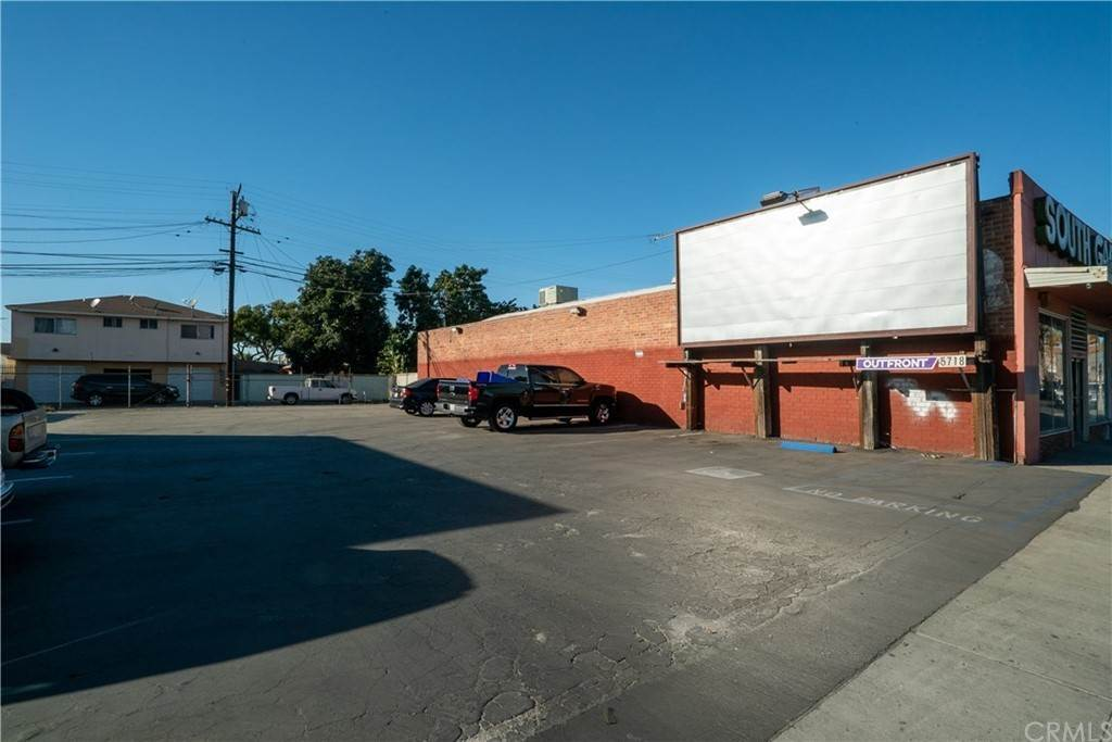 Commercial for Sale at 10507 Atlantic South Gate, California 90290 United States