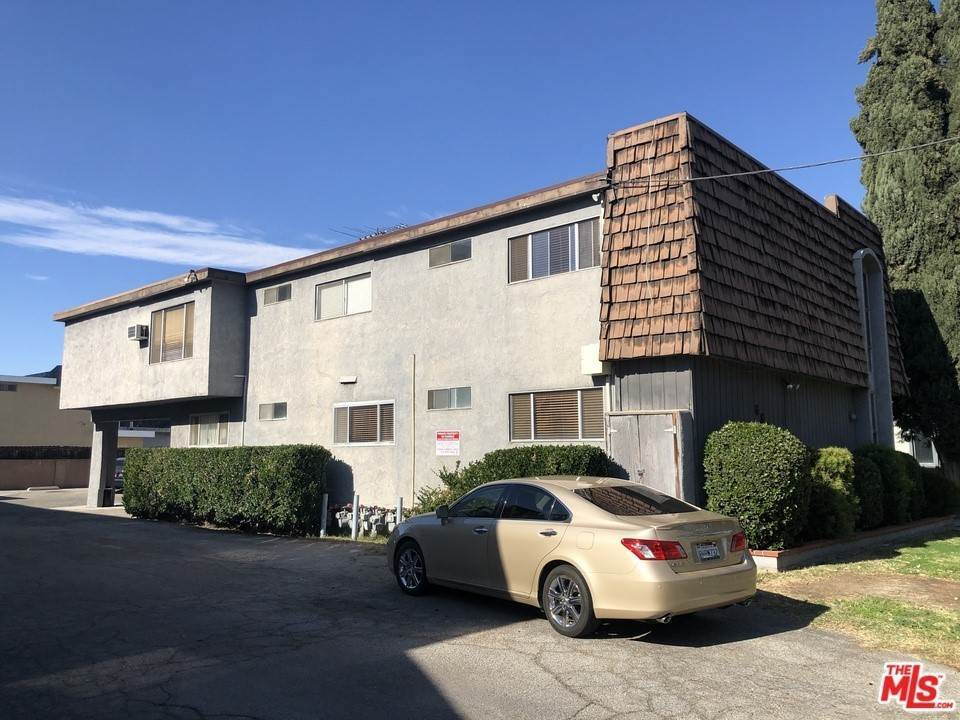 Residential Income for Sale at 6819 Variel Avenue Canoga Park, California 91303 United States