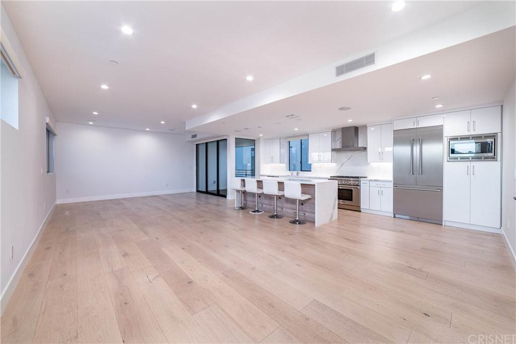 Residential Income for Sale at 735 North Gramercy Hollywood, California 90038 United States
