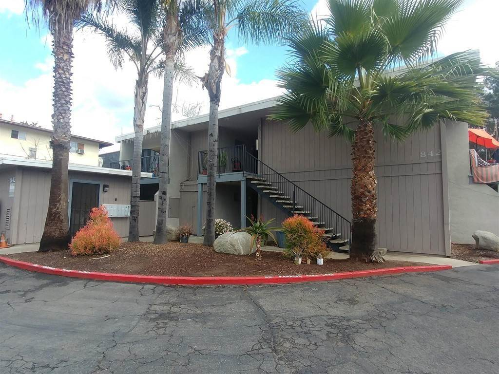 Commercial for Sale at 842 Sinkler Way Vista, California 92083 United States