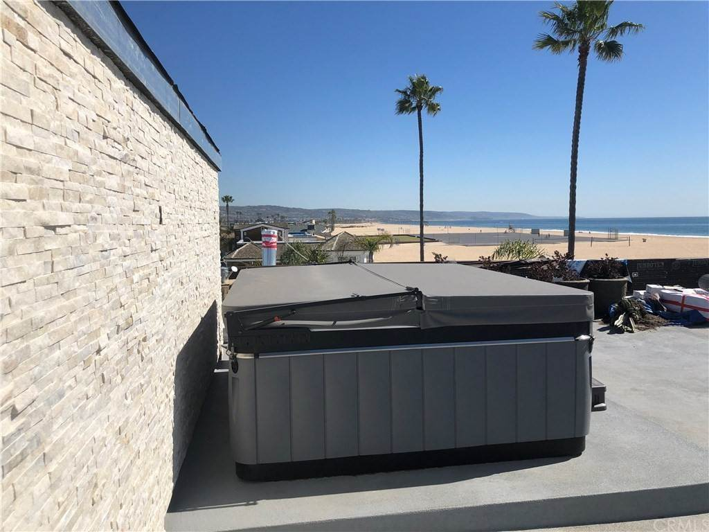 7. Residential for Sale at 1504 West Oceanfront Newport Beach, California 92661 United States