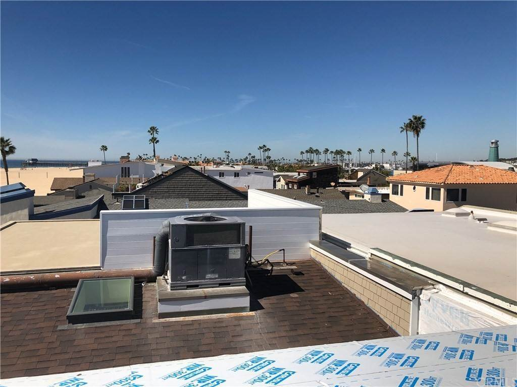 9. Residential for Sale at 1504 West Oceanfront Newport Beach, California 92661 United States
