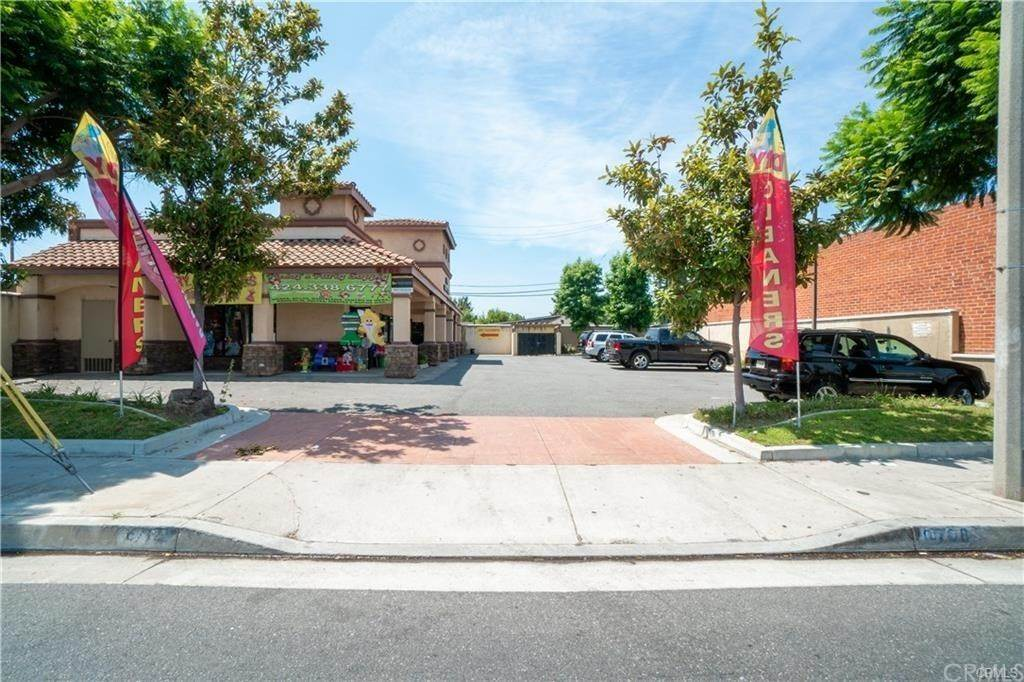 Commercial for Sale at 6708 Somerset Boulevard Paramount, California 90723 United States
