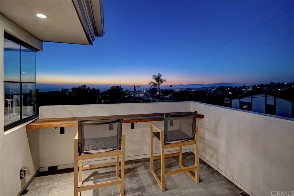 Residential for Sale at 825 Highview Avenue Manhattan Beach, California 90266 United States
