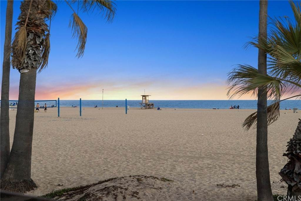 Condominiums for Sale at 1516 West Oceanfront A Newport Beach, California 92663 United States