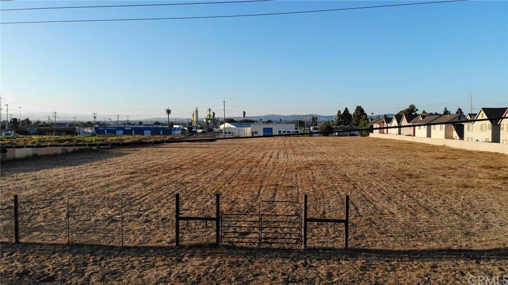 Land for Sale at 917 East Walnut Avenue Lompoc, California 93436 United States