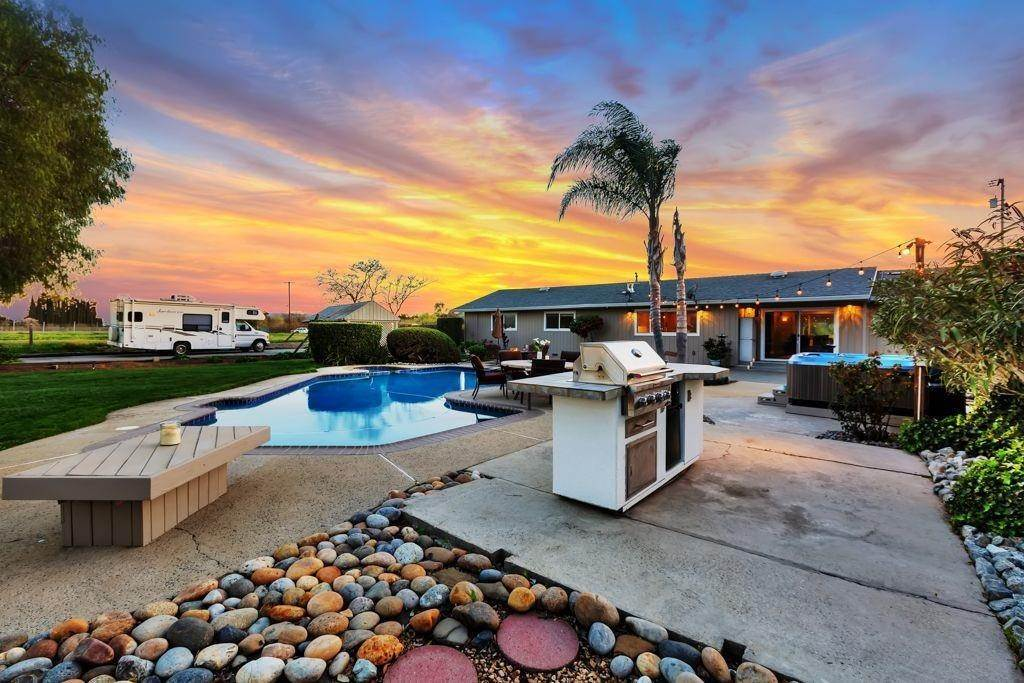 Residential for Sale at 15000 Seymour Avenue San Martin, California 95046 United States