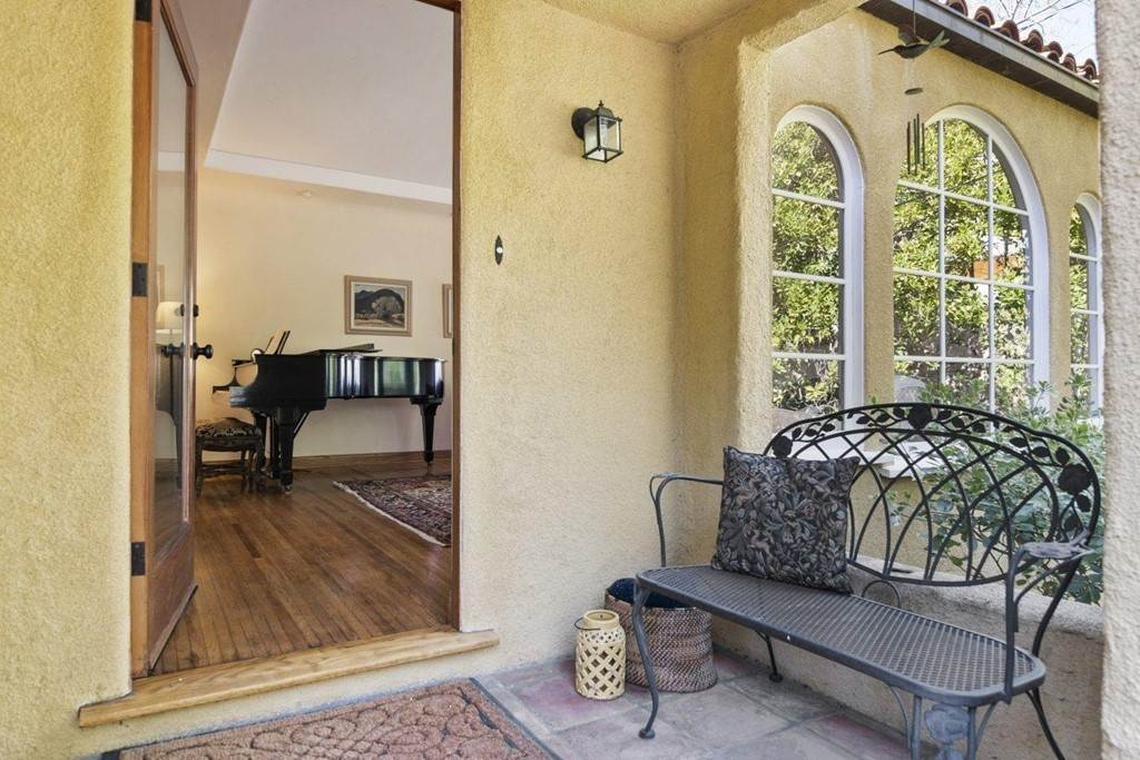 Residential for Sale at 2822 Alta Terrace La Crescenta, California 91214 United States