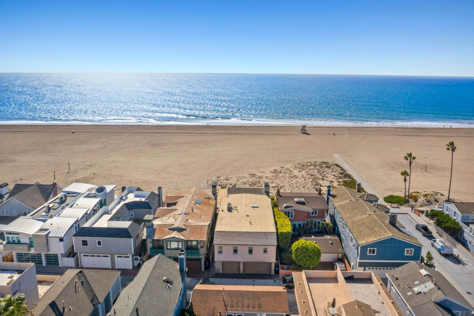 3. Single Family Homes for Sale at 930 Weat Oceanfront 930 W OCEANFRONT Newport Beach, California 92661 United States