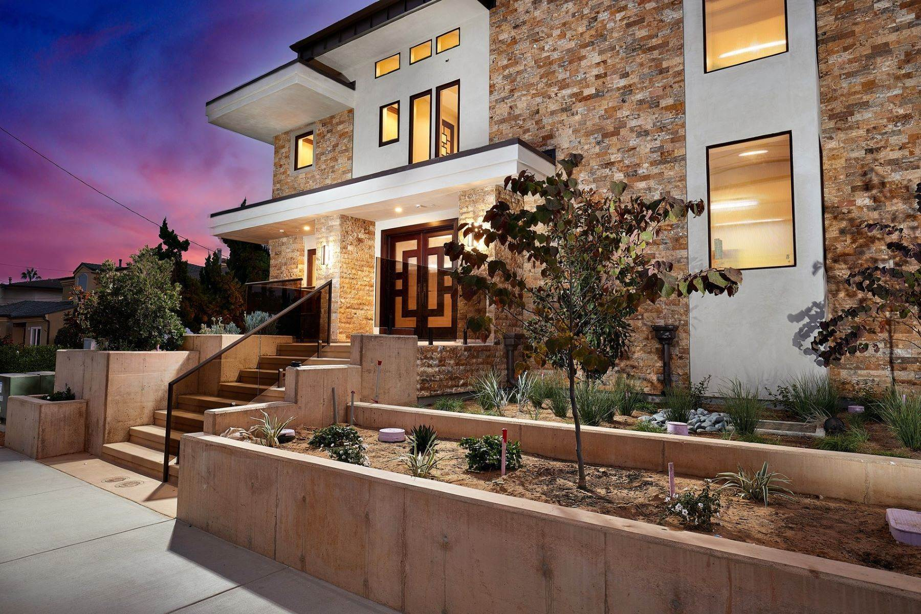 3. Multi-Family Homes for Sale at A Luxury Legacy in Carlsbad 195 Cherry Ave Carlsbad, California 92008 United States