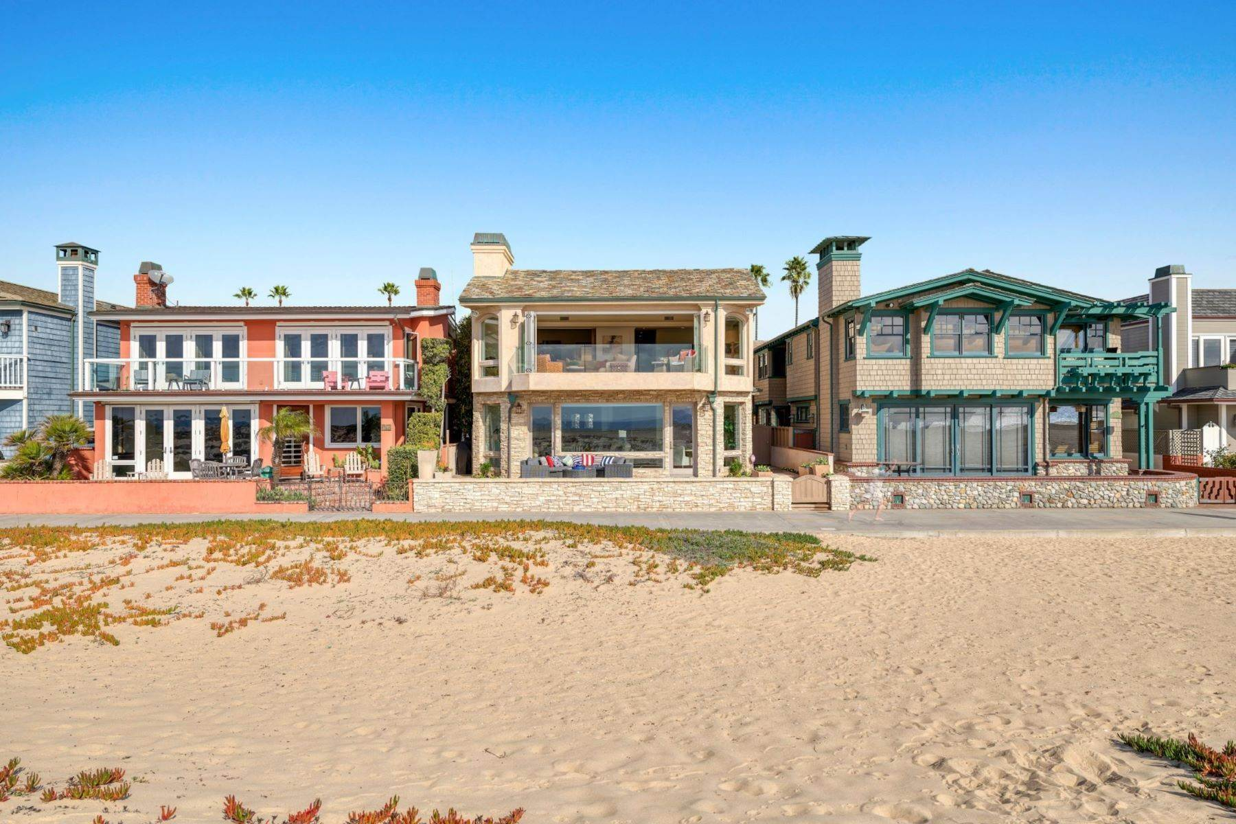 23. Single Family Homes for Sale at 930 Weat Oceanfront 930 W OCEANFRONT Newport Beach, California 92661 United States