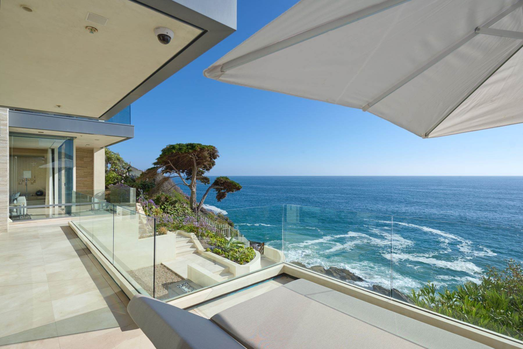 21. Single Family Homes for Sale at 58 N La Senda Drive Laguna Beach, California 92651 United States
