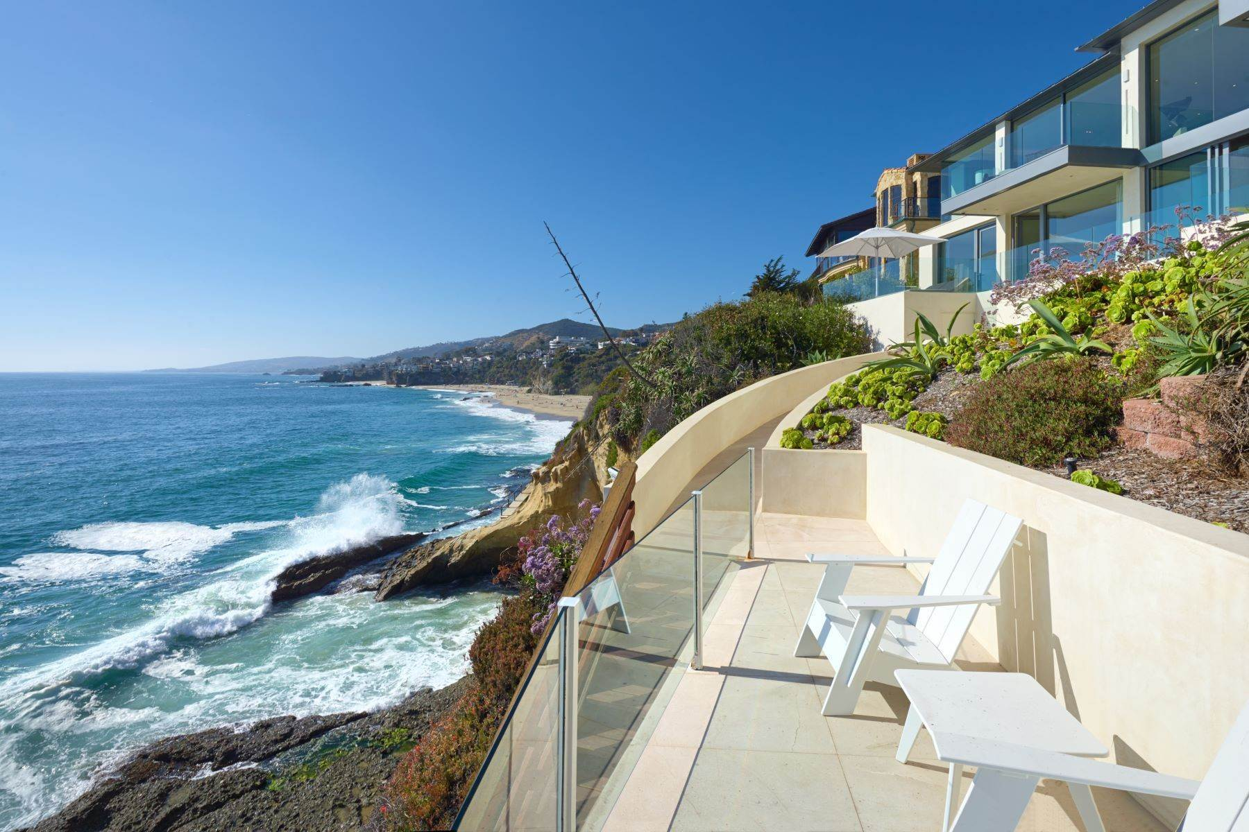 33. Single Family Homes for Sale at 58 N La Senda Drive Laguna Beach, California 92651 United States