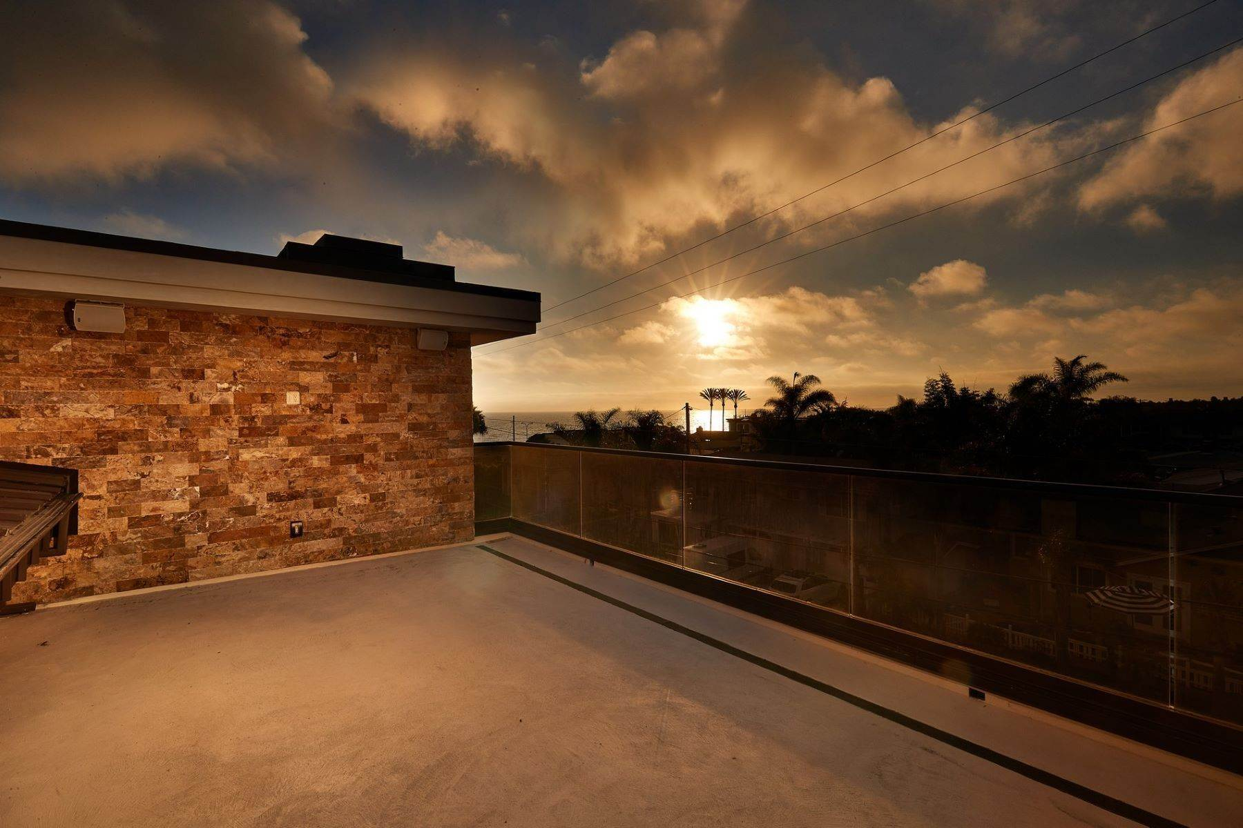11. Multi-Family Homes for Sale at A Luxury Legacy in Carlsbad 195 Cherry Ave Carlsbad, California 92008 United States