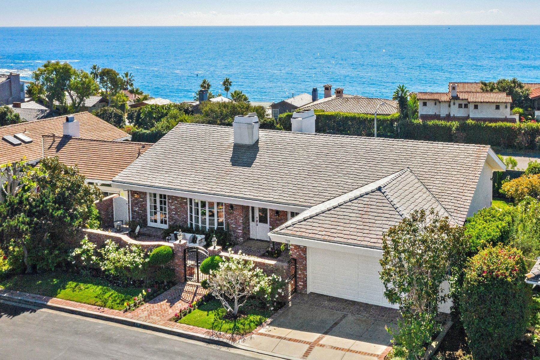 Single Family Homes for Sale at 719 Emerald Bay Laguna Beach, California 92651 United States