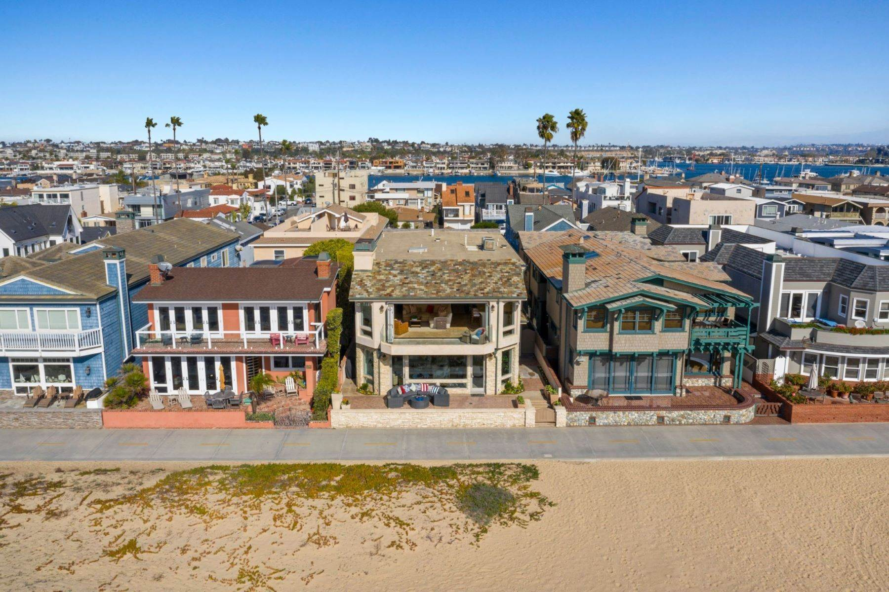 25. Single Family Homes for Sale at 930 Weat Oceanfront 930 W OCEANFRONT Newport Beach, California 92661 United States