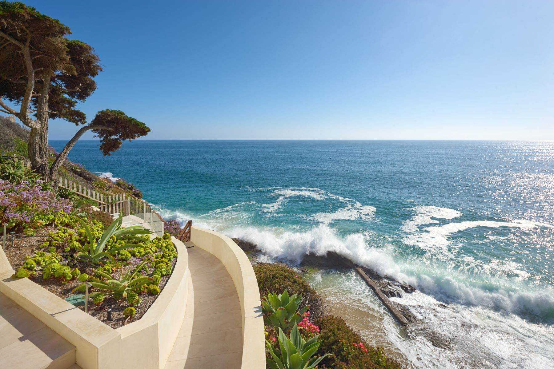 3. Single Family Homes for Sale at 58 N La Senda Drive Laguna Beach, California 92651 United States