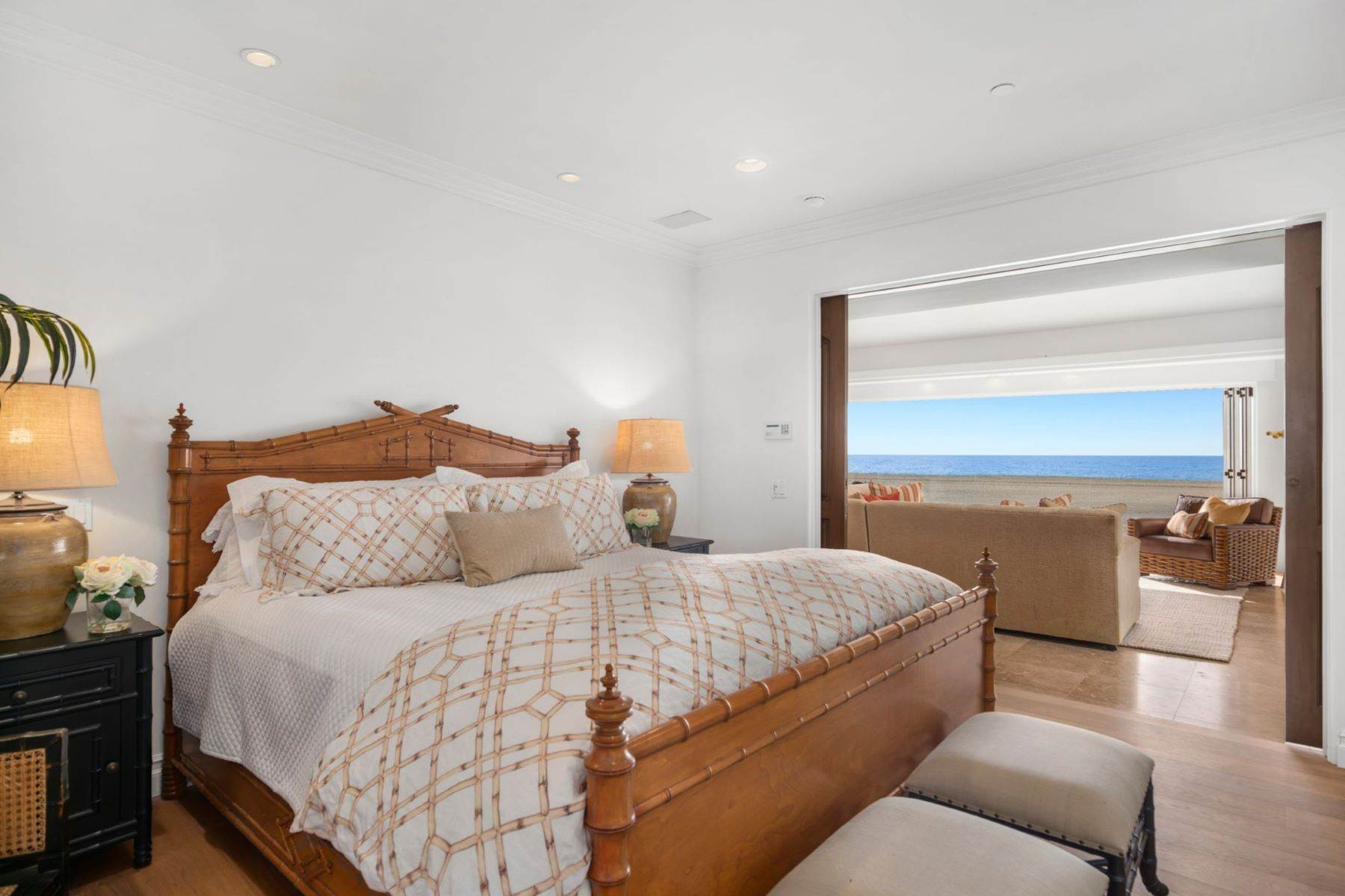 15. Single Family Homes for Sale at 930 Weat Oceanfront 930 W OCEANFRONT Newport Beach, California 92661 United States