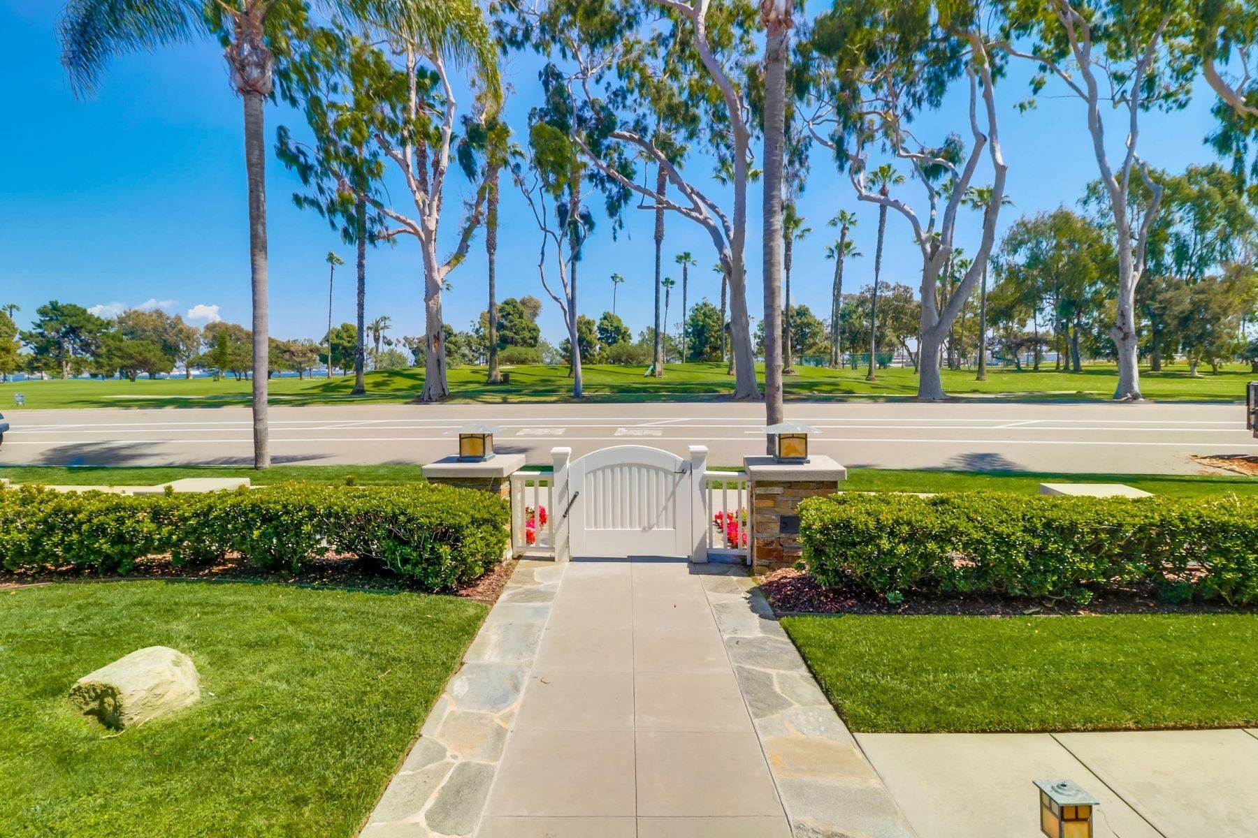 4. Single Family Homes for Sale at 922 Glorietta Blvd Coronado, California 92118 United States