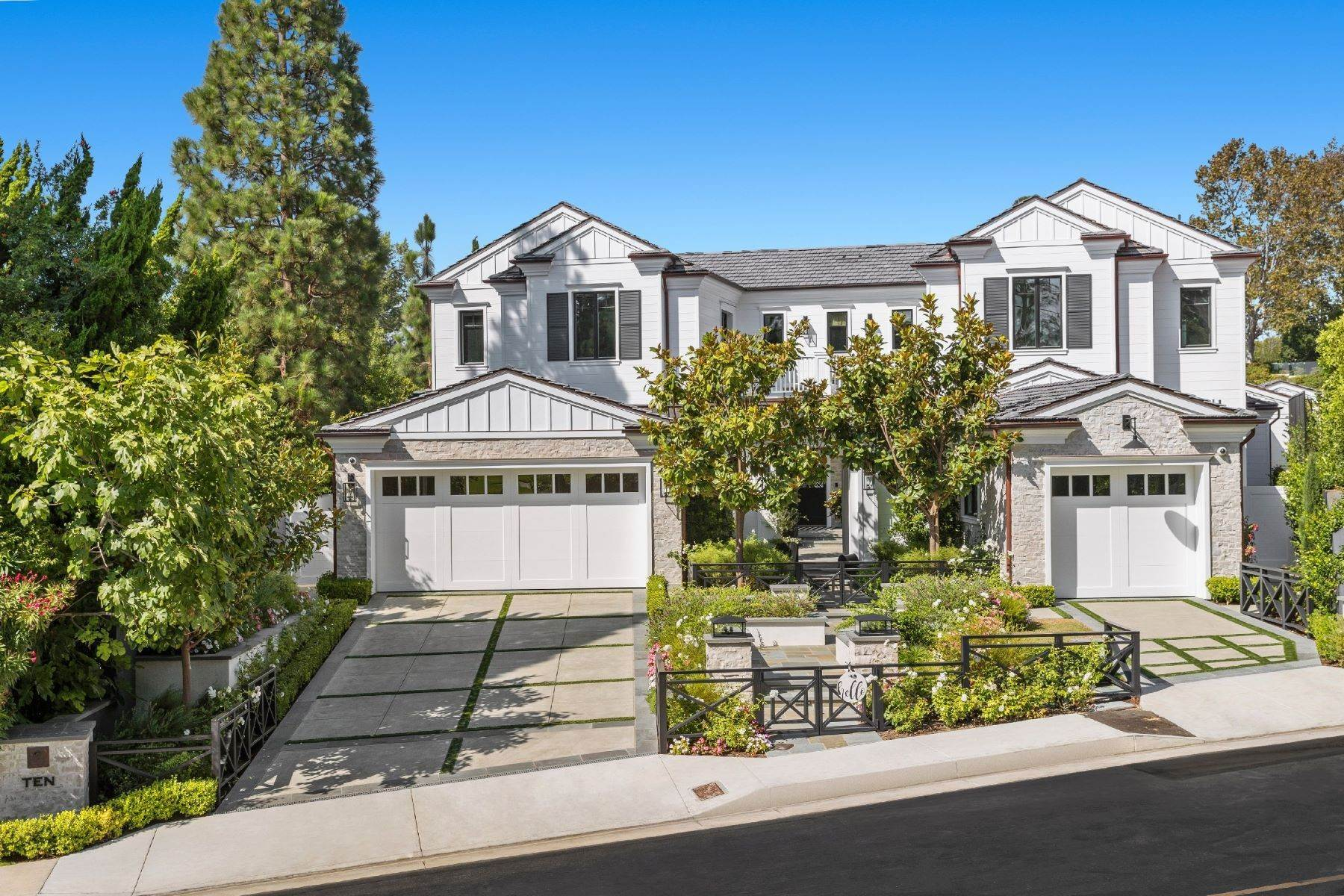 Single Family Homes for Sale at 10 Burning Tree Newport Beach, California 92660 United States