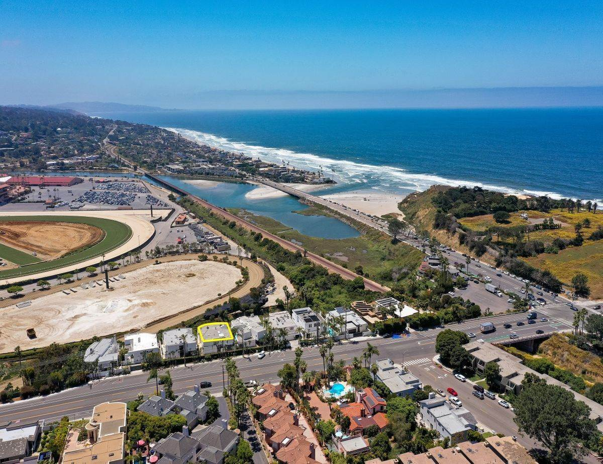 Single Family Homes for Sale at Live where the Turf meets the Surf 115 Via De La Valle Del Mar, California 92014 United States