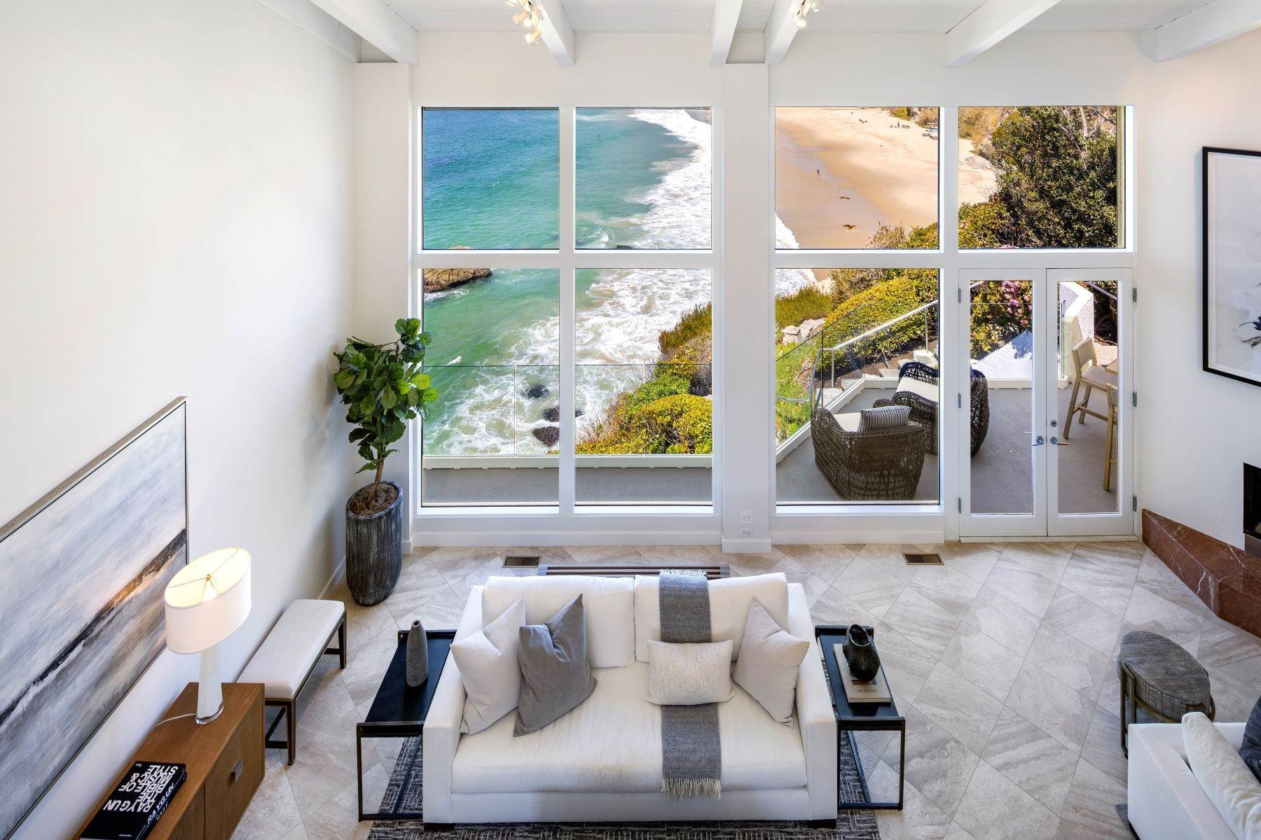 13. Single Family Homes for Sale at 112 South La Senda Drive, Laguna Beach, CA 92651 112 South La Senda Drive Laguna Beach, California 92651 United States