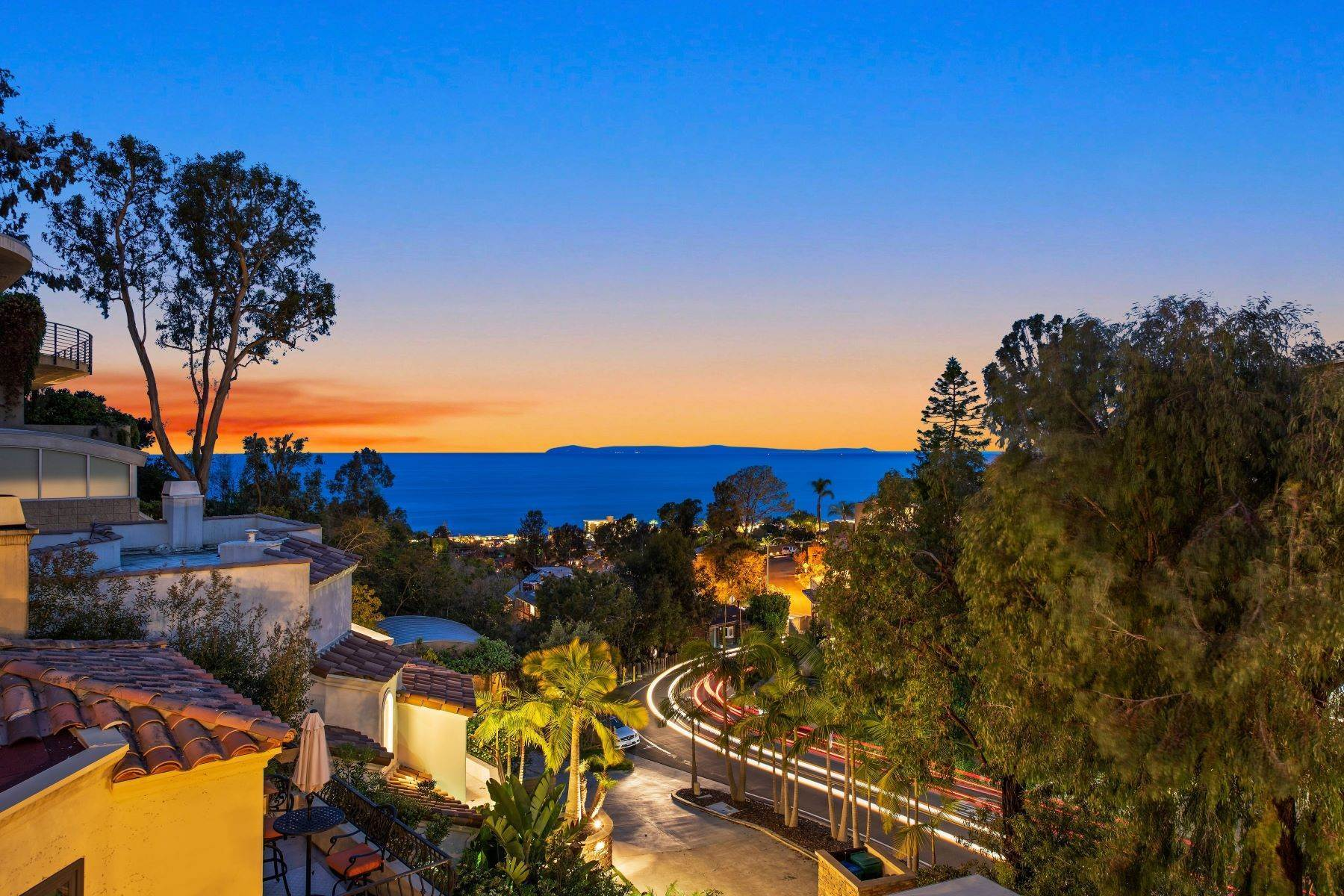 5. Single Family Homes for Sale at 845 Summit Drive, Laguna Beach, CA 92651 845 Summit Drive Laguna Beach, California 92651 United States