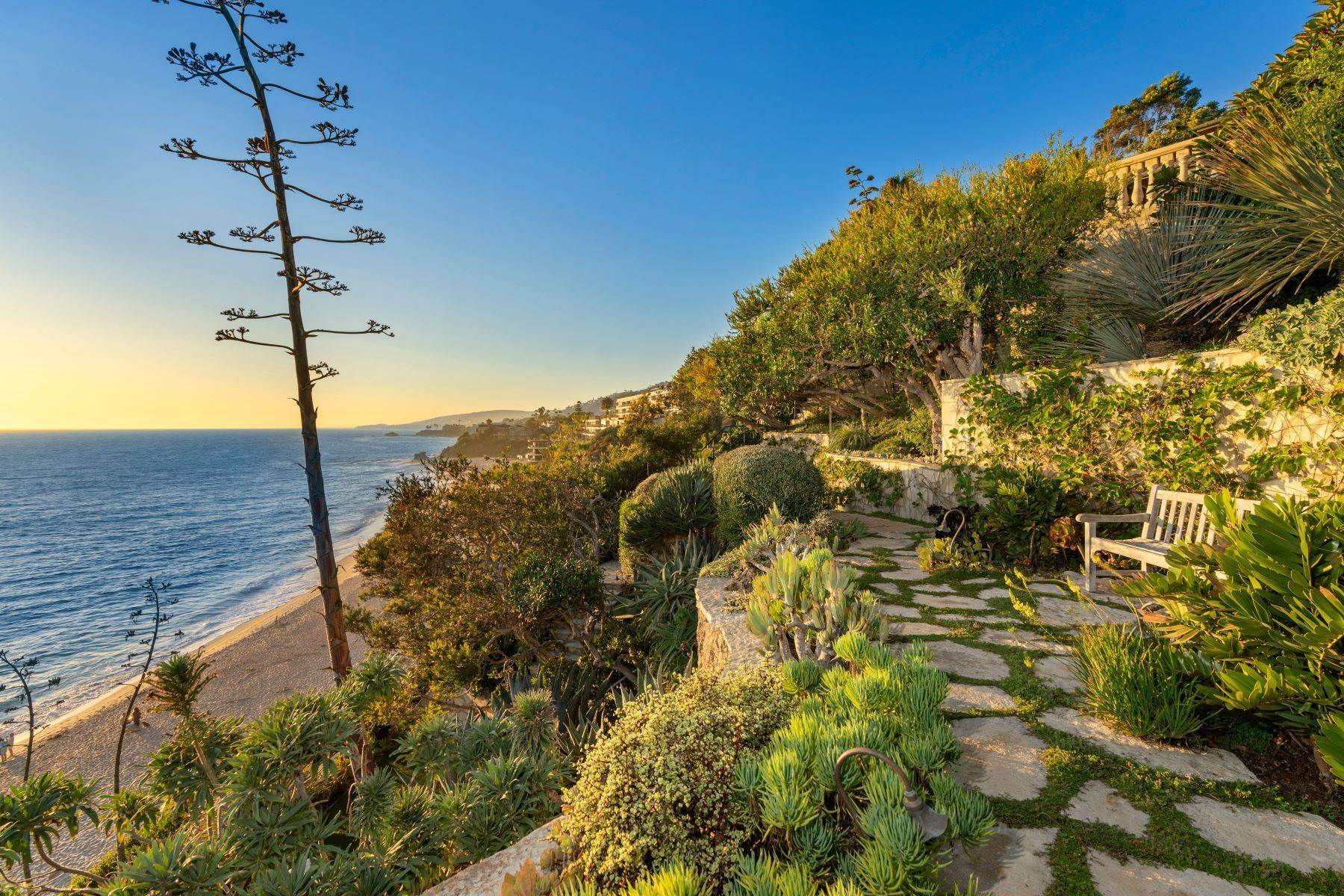 45. Single Family Homes for Sale at 31521 Bluff Drive Laguna Beach, California 92651 United States