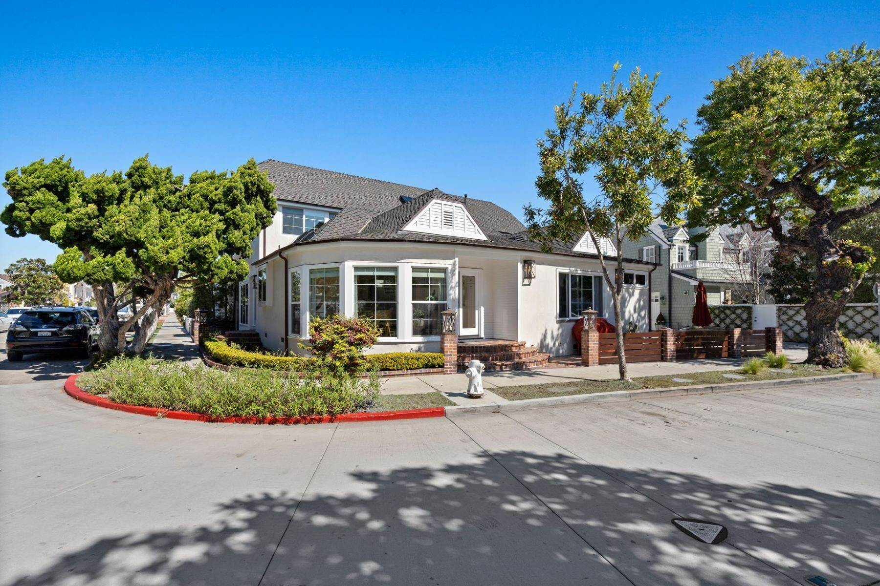 Single Family Homes for Sale at 402 Seville Avenue Newport Beach, California 92661 United States