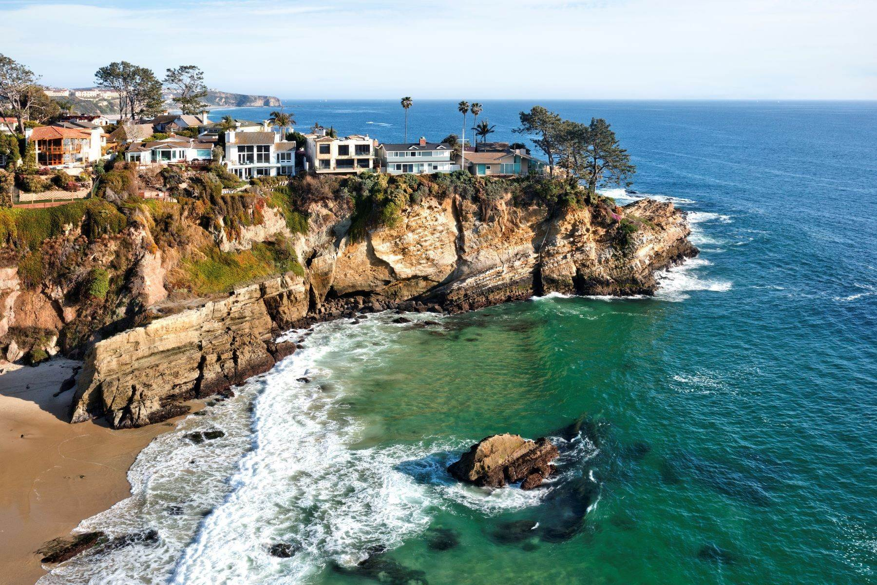 4. Single Family Homes for Sale at 112 South La Senda Drive, Laguna Beach, CA 92651 112 South La Senda Drive Laguna Beach, California 92651 United States