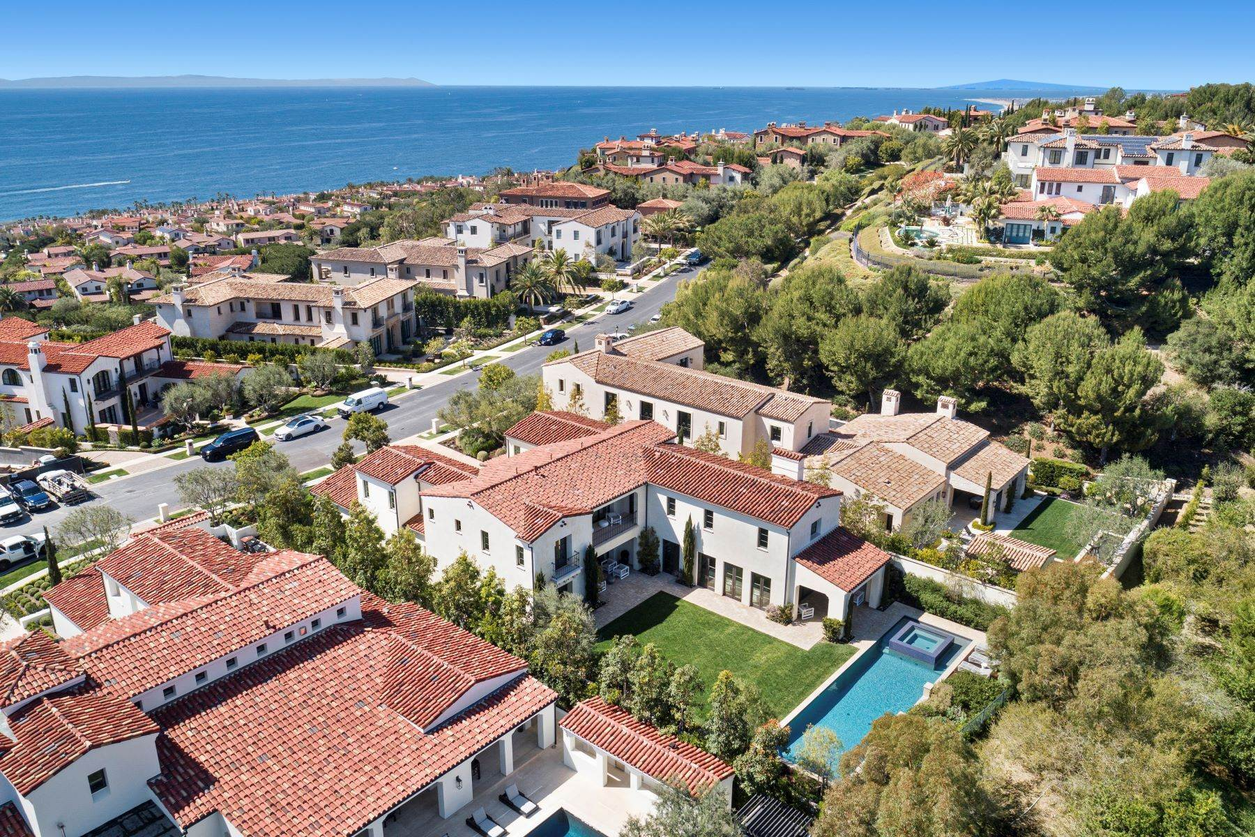 49. Single Family Homes for Sale at 40 Offshore Newport Beach, California 92657 United States
