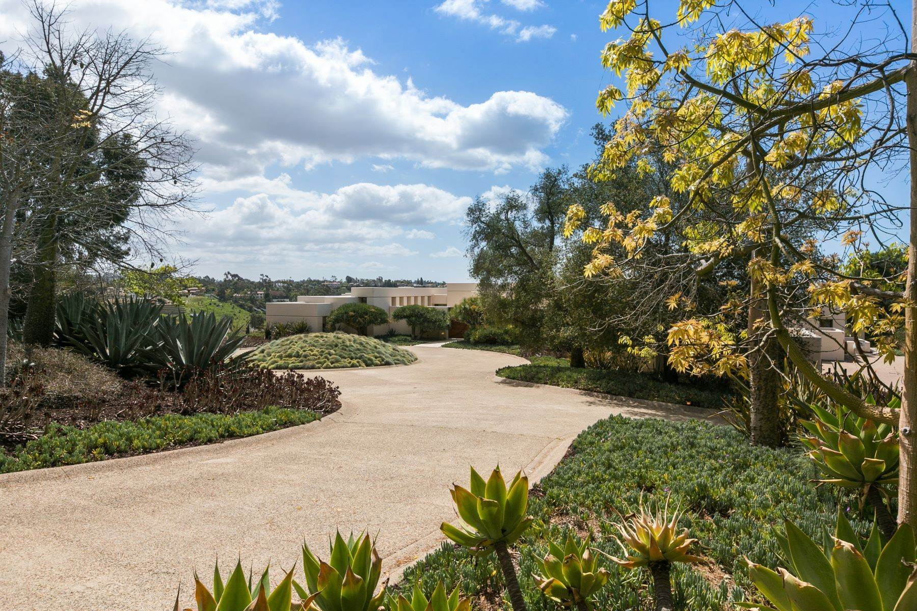 16. Single Family Homes for Sale at Wallace Cunningham's Promontory of Rancho Santa Fe! 16528 Los Barbos Rancho Santa Fe, California 92067 United States