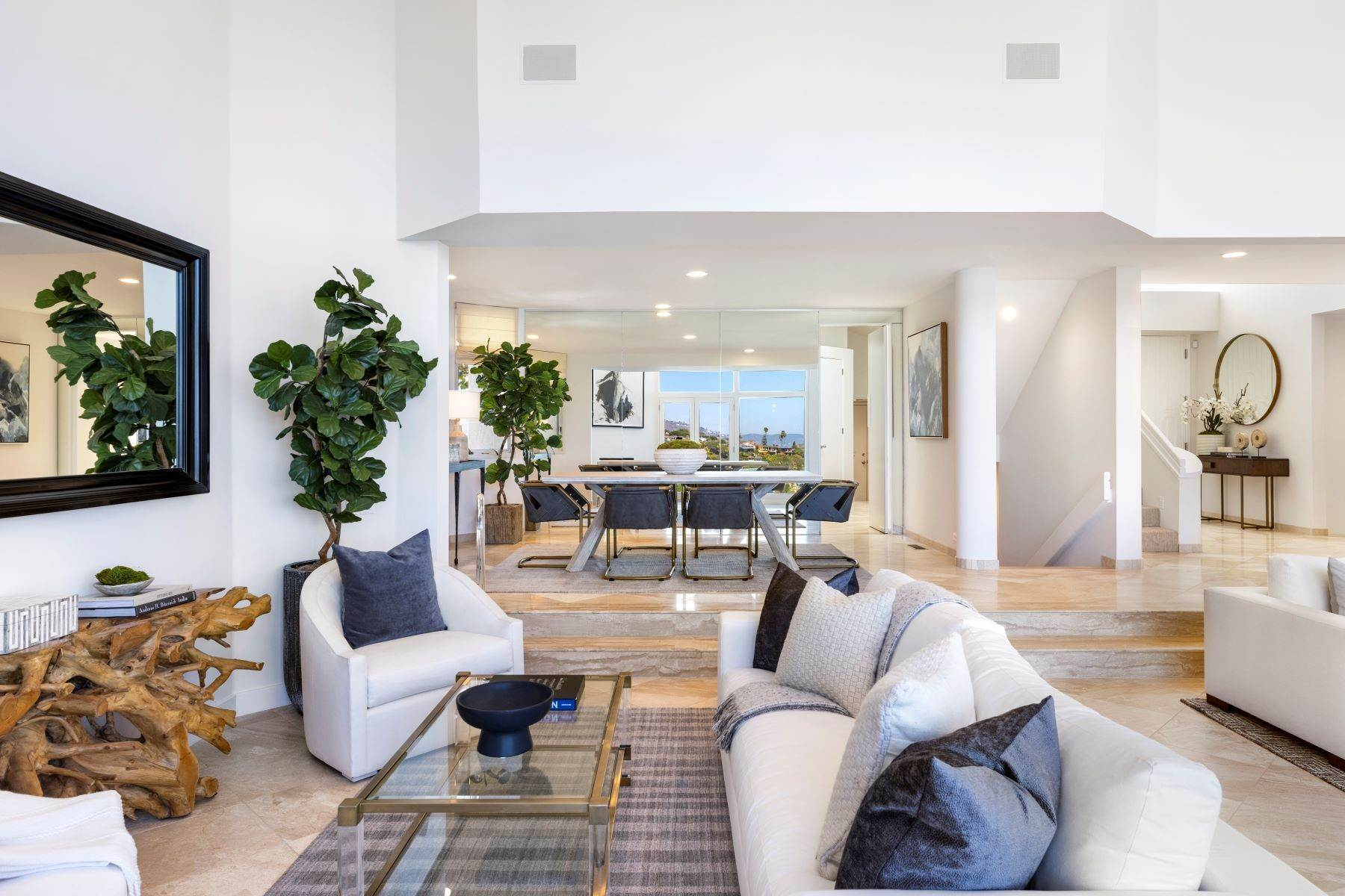 11. Single Family Homes for Sale at 112 South La Senda Drive, Laguna Beach, CA 92651 112 South La Senda Drive Laguna Beach, California 92651 United States