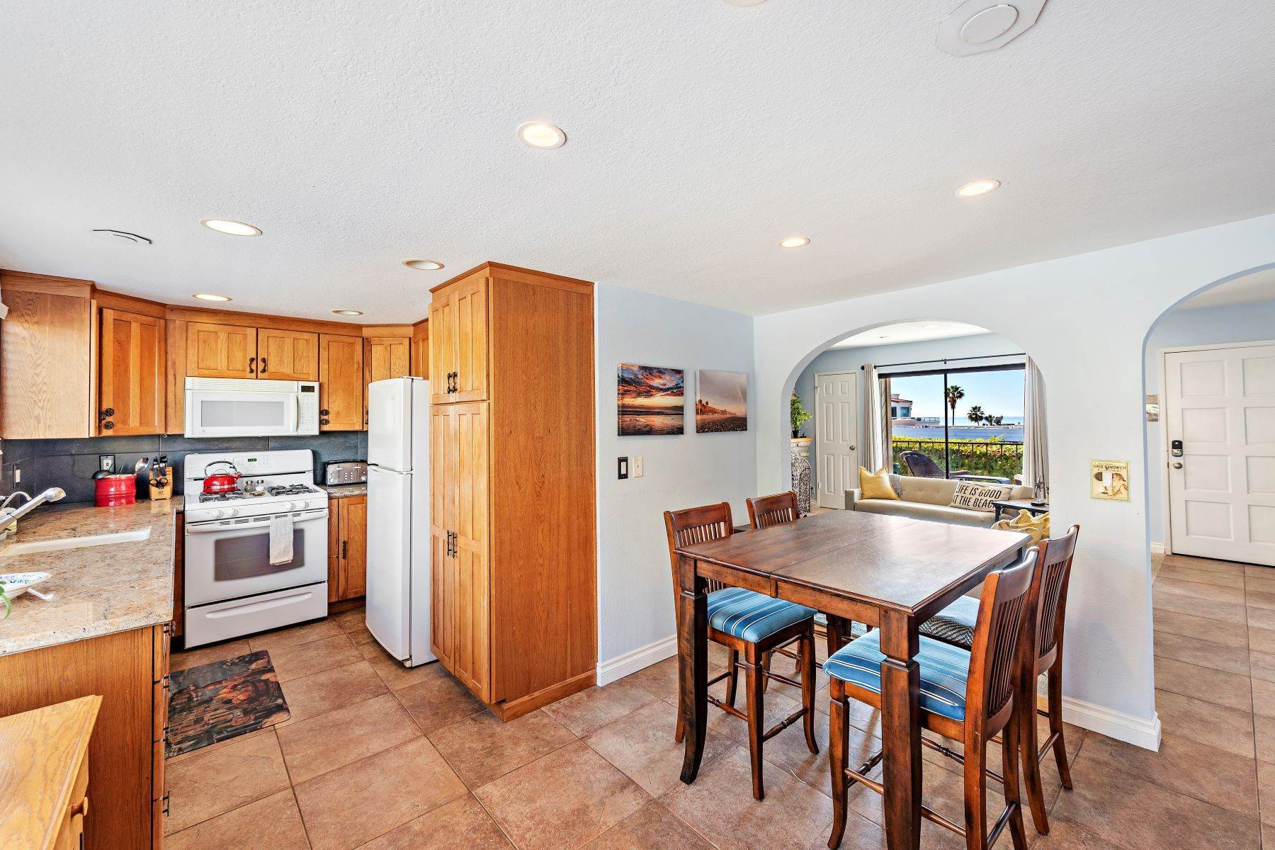 14. Condominiums for Sale at 321 Acebo Lane Unit #C, San Clemente, CA 92672 321 Acebo Lane, Unit #C San Clemente, California 92672 United States