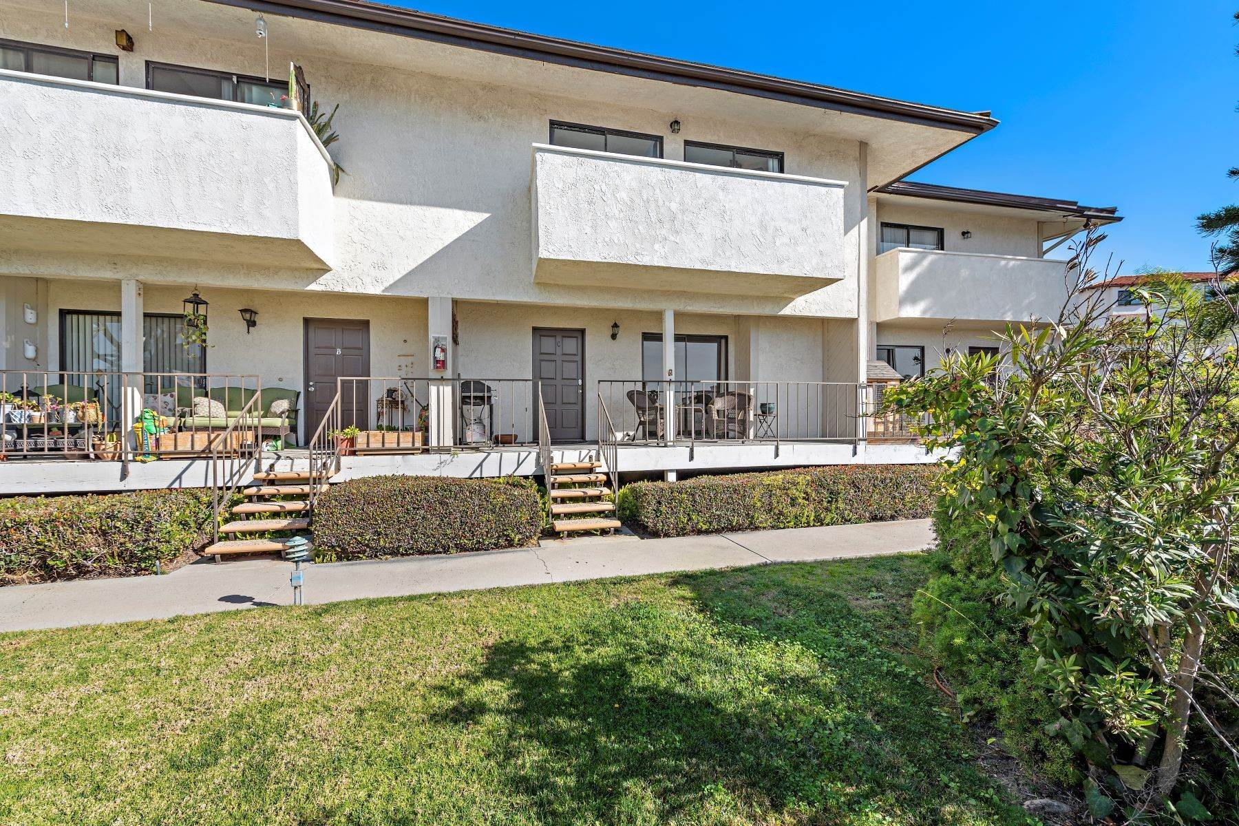 31. Condominiums for Sale at 321 Acebo Lane Unit #C, San Clemente, CA 92672 321 Acebo Lane, Unit #C San Clemente, California 92672 United States