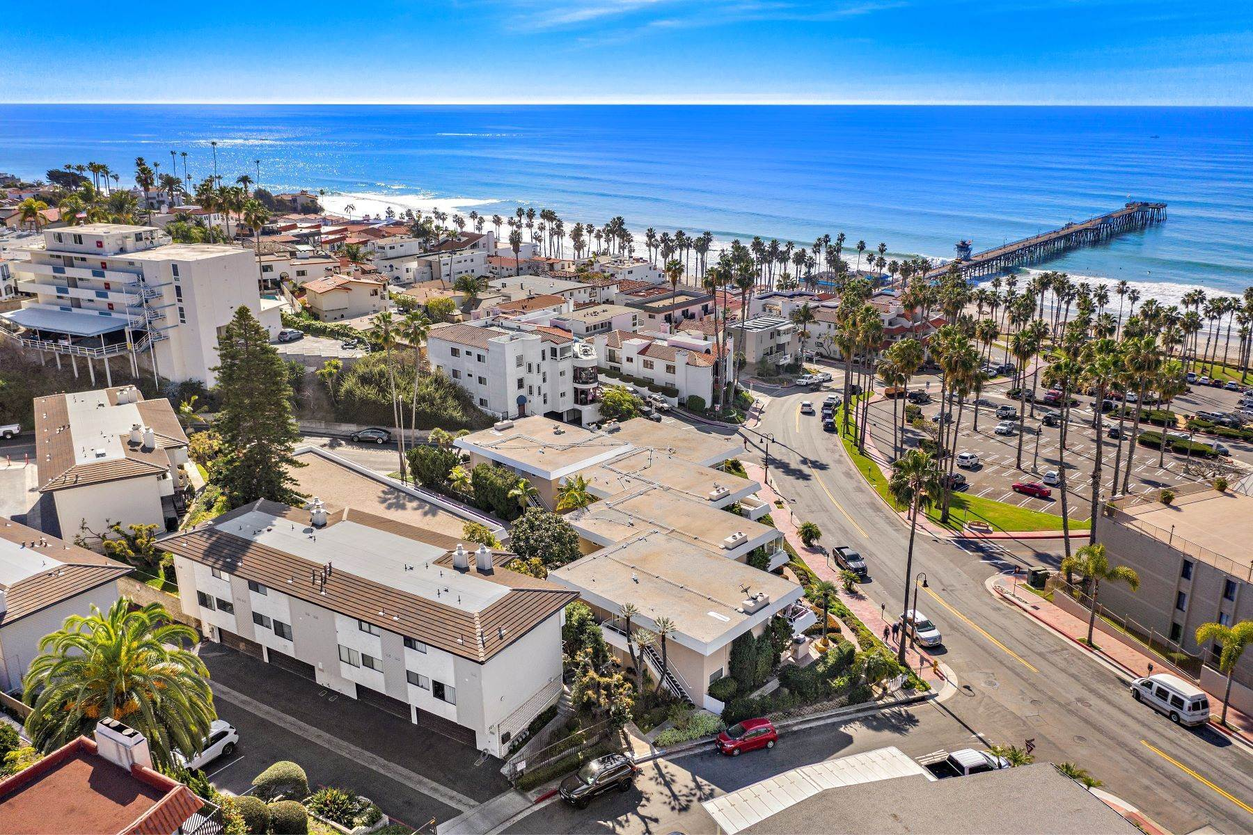 34. Condominiums for Sale at 321 Acebo Lane Unit #C, San Clemente, CA 92672 321 Acebo Lane, Unit #C San Clemente, California 92672 United States