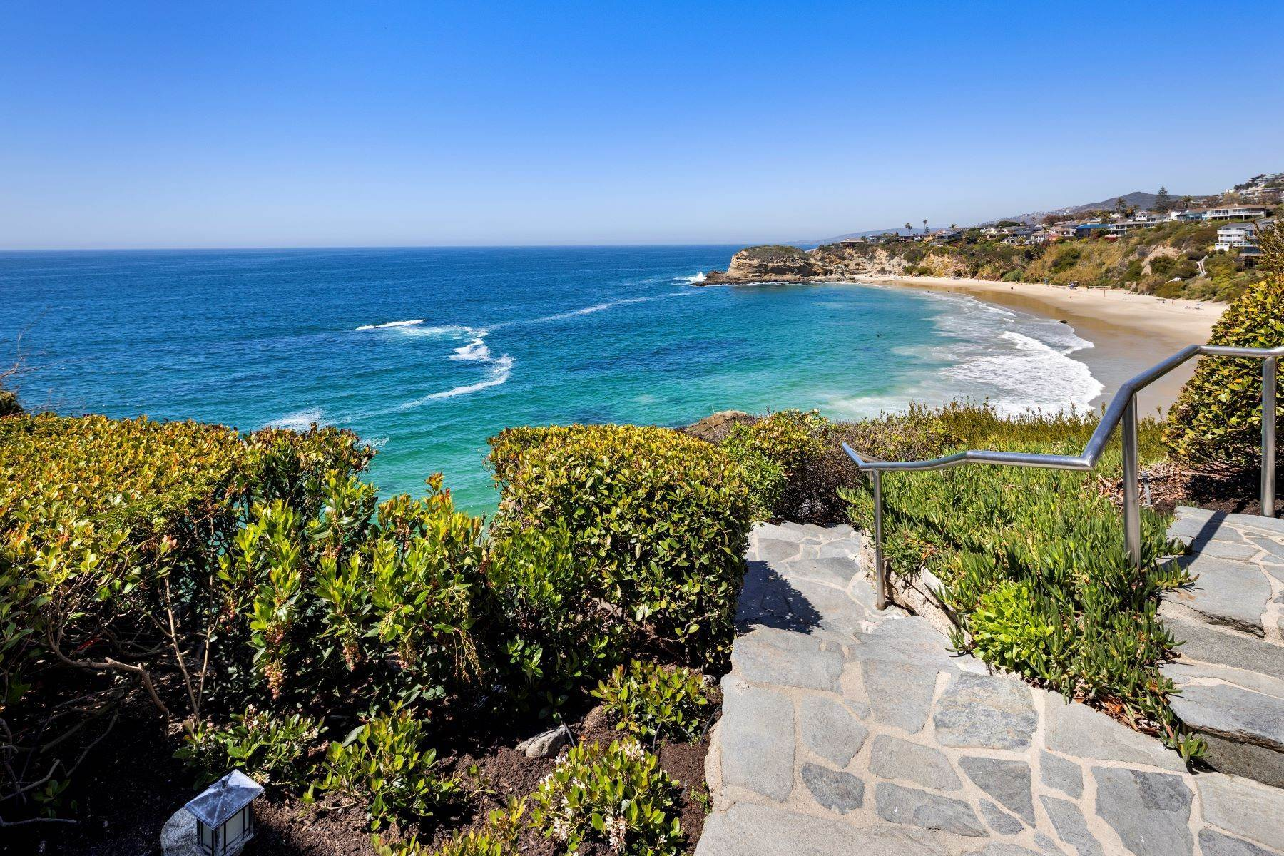 16. Single Family Homes for Sale at 112 South La Senda Drive, Laguna Beach, CA 92651 112 South La Senda Drive Laguna Beach, California 92651 United States