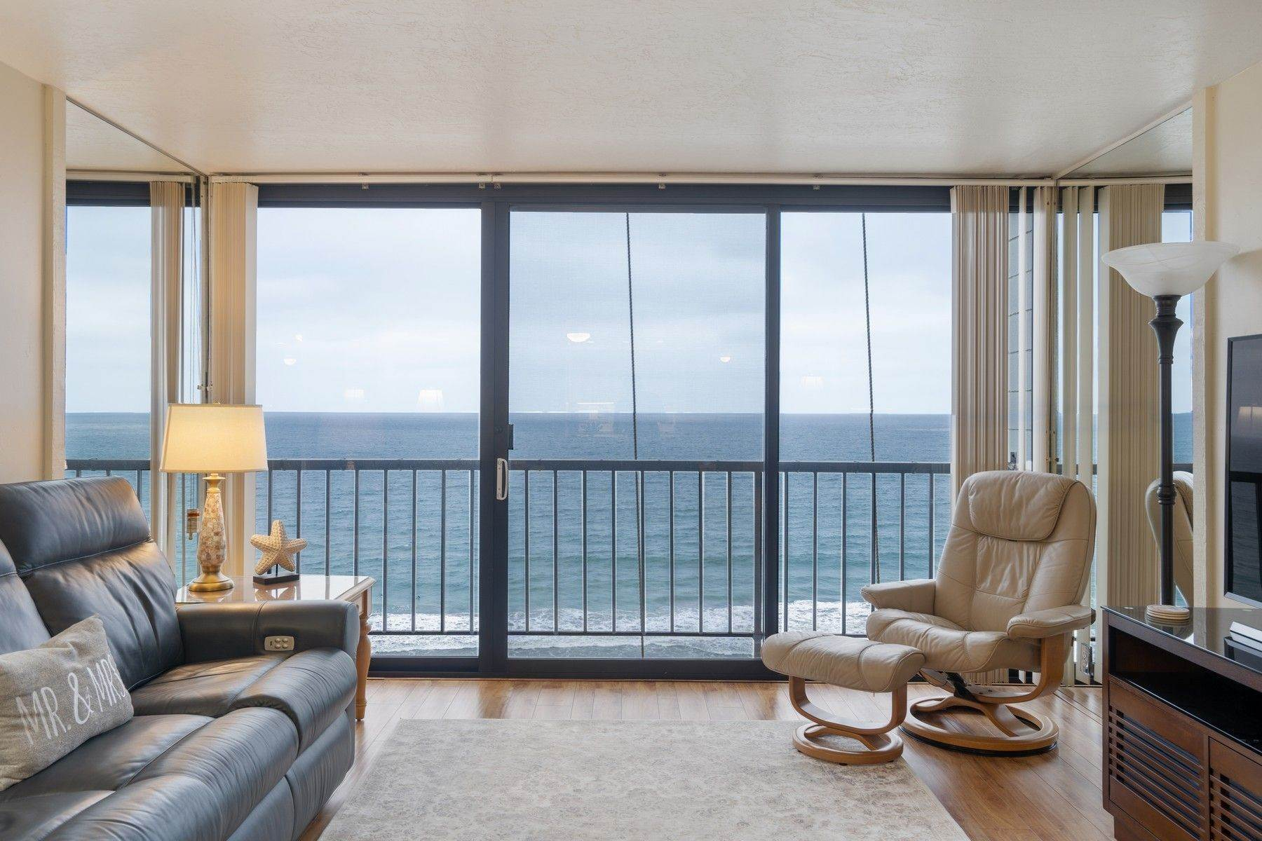 Condominiums for Sale at Capri By The Sea Ocean Views 4767 Ocean Boulevard, Unit 1007 San Diego, California 92109 United States