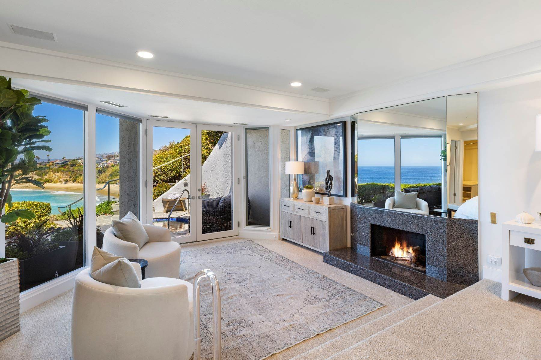 28. Single Family Homes for Sale at 112 South La Senda Drive, Laguna Beach, CA 92651 112 South La Senda Drive Laguna Beach, California 92651 United States