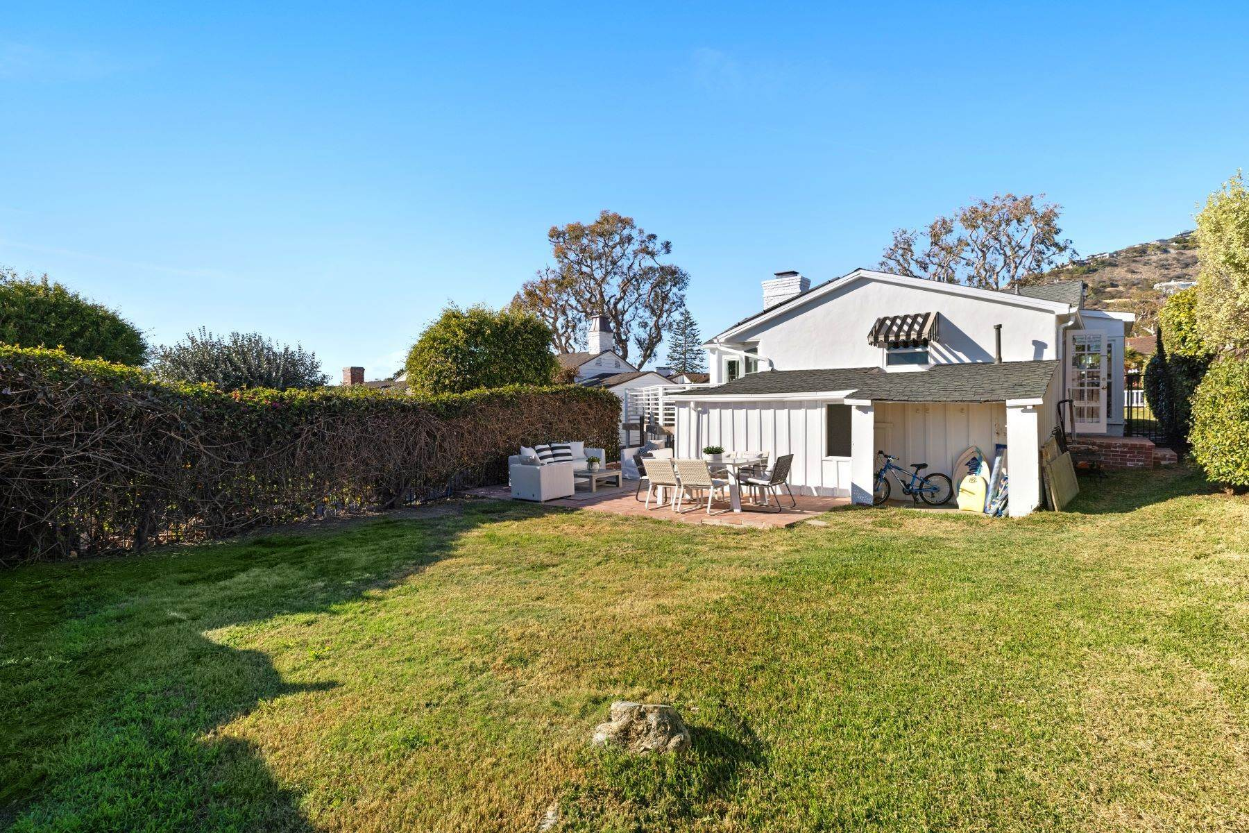 28. Single Family Homes for Sale at 24 South Portola, Laguna Beach, CA 92651 24 South Portola Laguna Beach, California 92651 United States