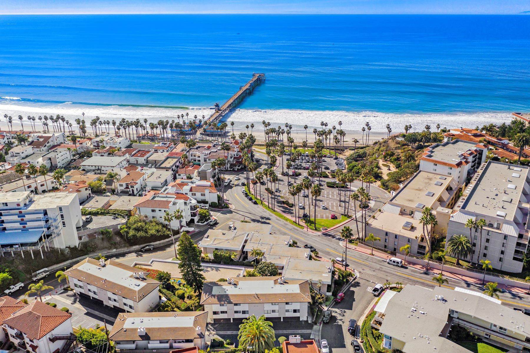 37. Condominiums for Sale at 321 Acebo Lane Unit #C, San Clemente, CA 92672 321 Acebo Lane, Unit #C San Clemente, California 92672 United States