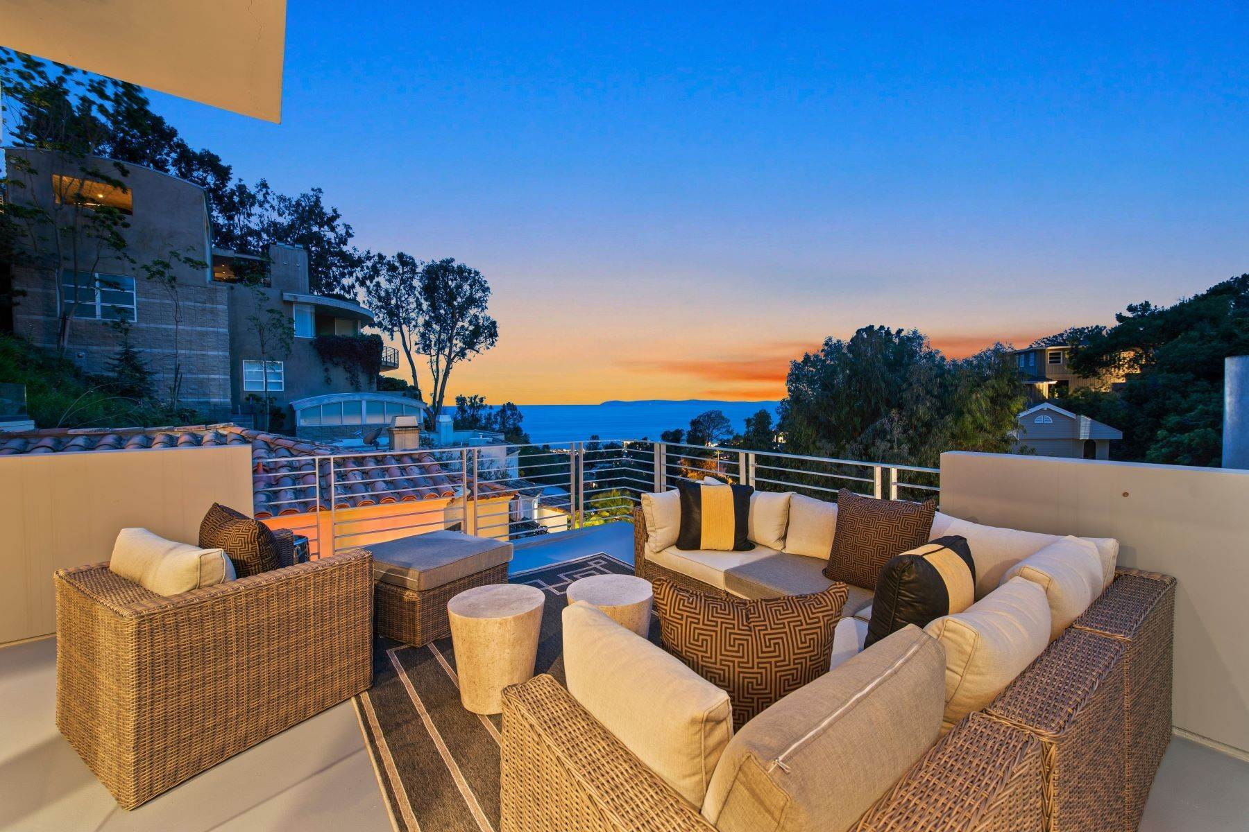 Single Family Homes for Sale at 845 Summit Drive, Laguna Beach, CA 92651 845 Summit Drive Laguna Beach, California 92651 United States