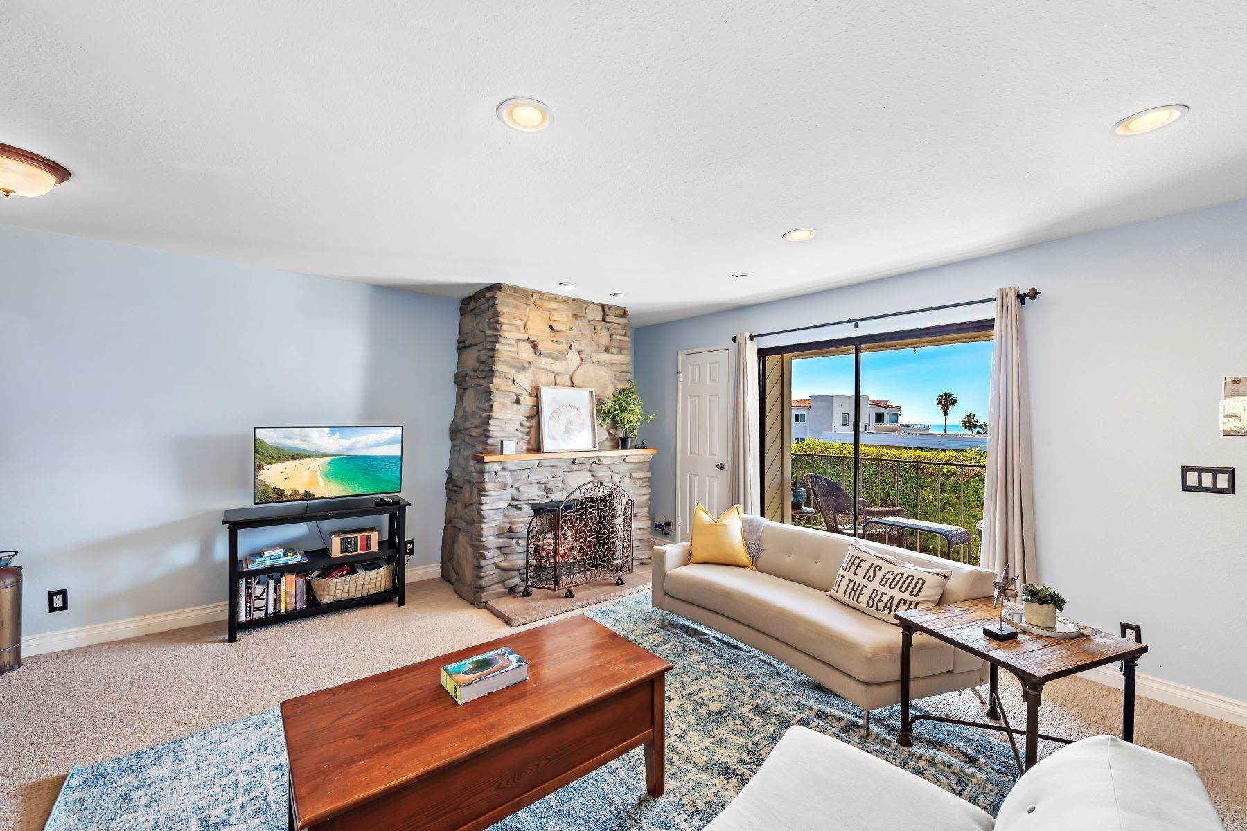 12. Condominiums for Sale at 321 Acebo Lane Unit #C, San Clemente, CA 92672 321 Acebo Lane, Unit #C San Clemente, California 92672 United States