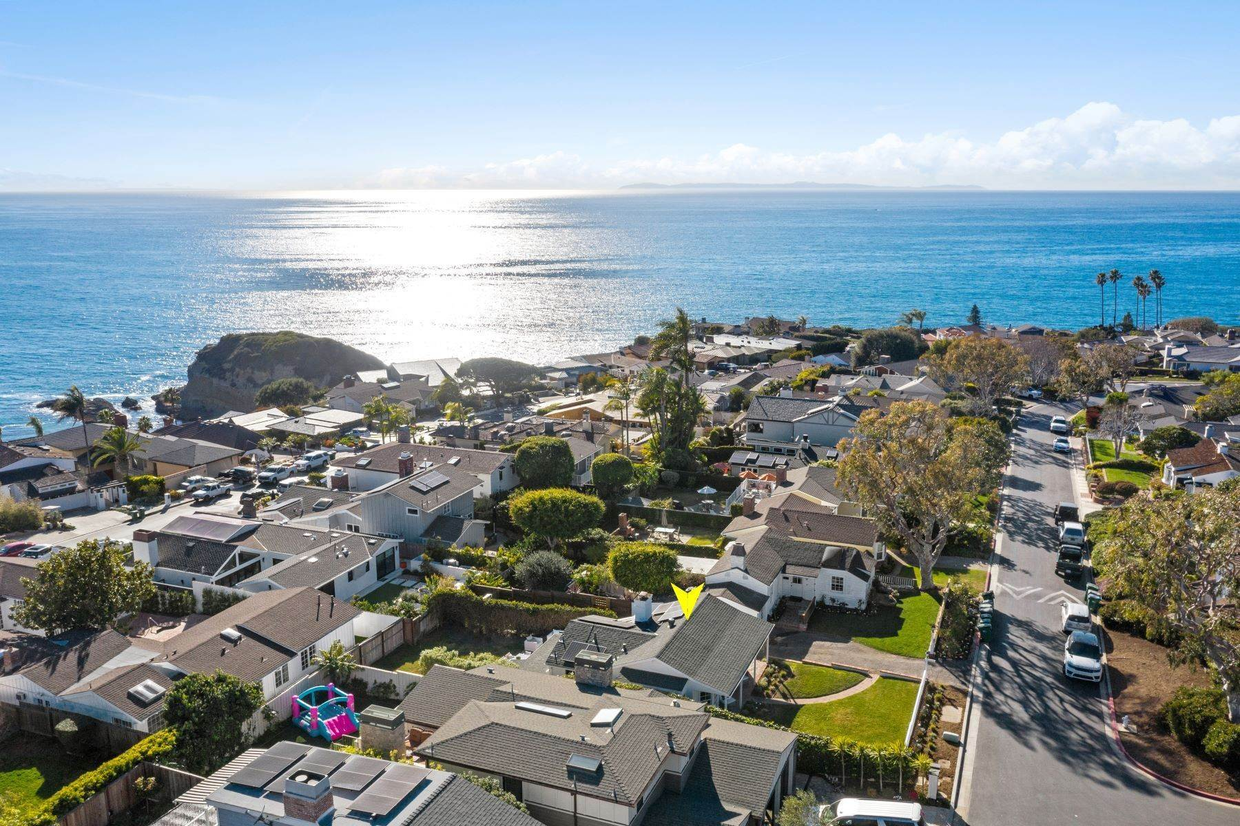 33. Single Family Homes for Sale at 24 South Portola, Laguna Beach, CA 92651 24 South Portola Laguna Beach, California 92651 United States