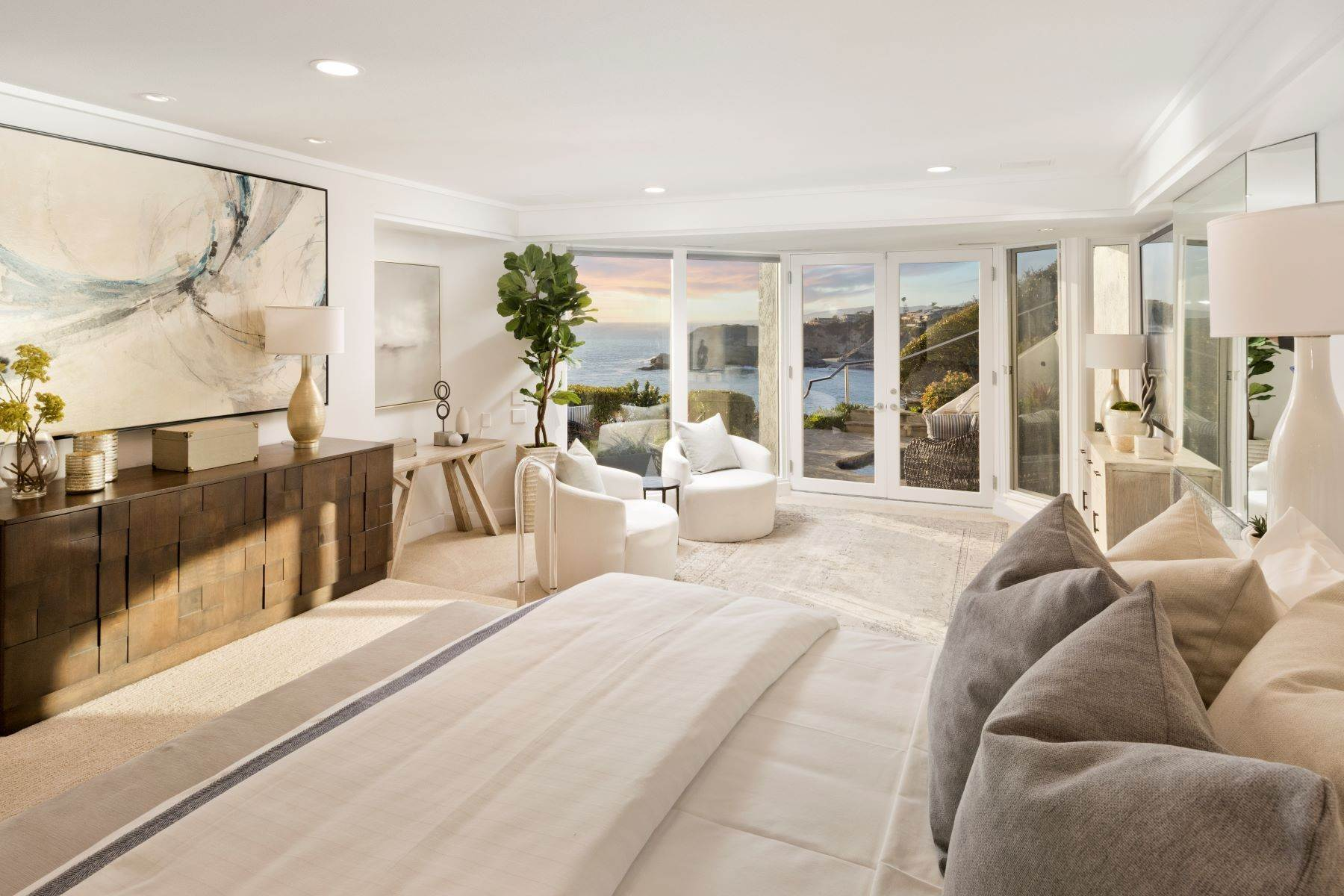 31. Single Family Homes for Sale at 112 South La Senda Drive, Laguna Beach, CA 92651 112 South La Senda Drive Laguna Beach, California 92651 United States