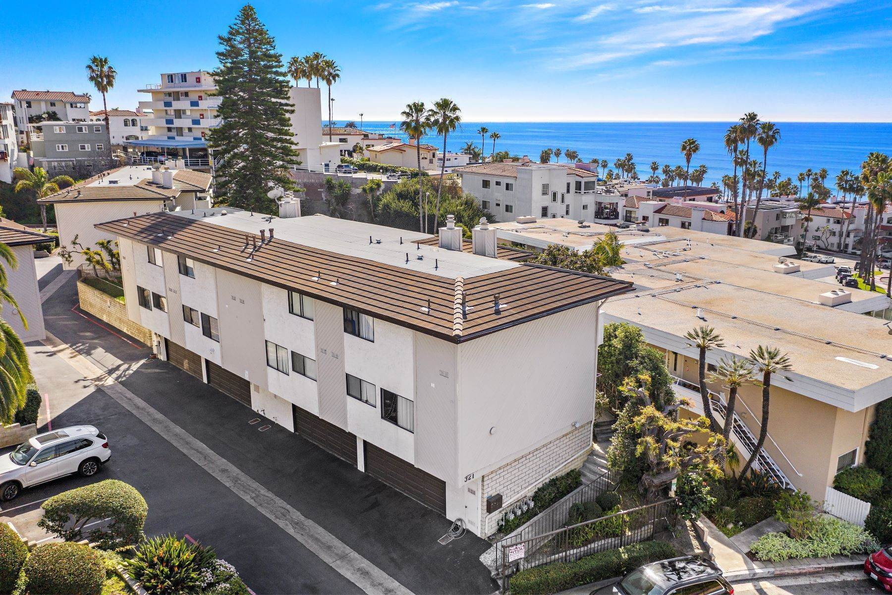 28. Condominiums for Sale at 321 Acebo Lane Unit #C, San Clemente, CA 92672 321 Acebo Lane, Unit #C San Clemente, California 92672 United States