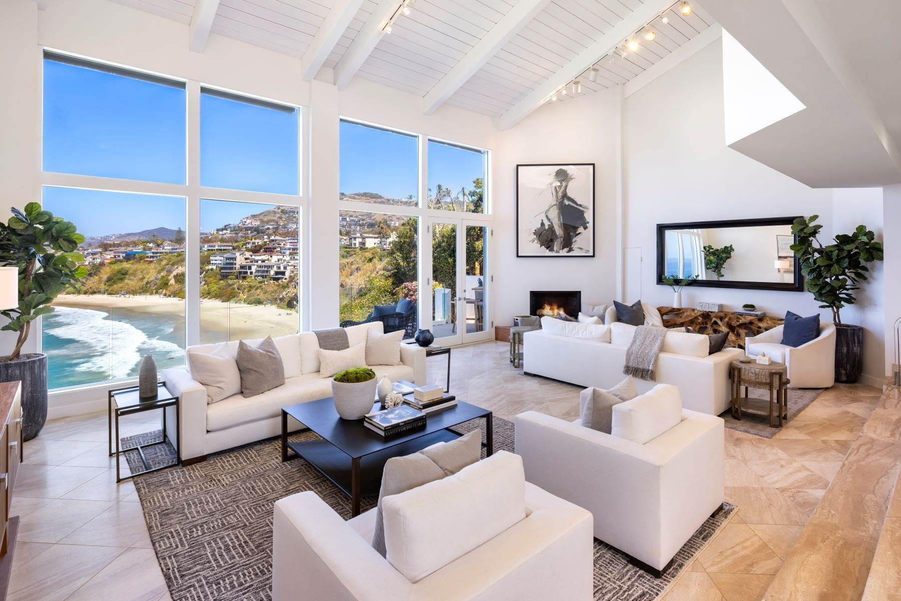 5. Single Family Homes for Sale at 112 South La Senda Drive, Laguna Beach, CA 92651 112 South La Senda Drive Laguna Beach, California 92651 United States