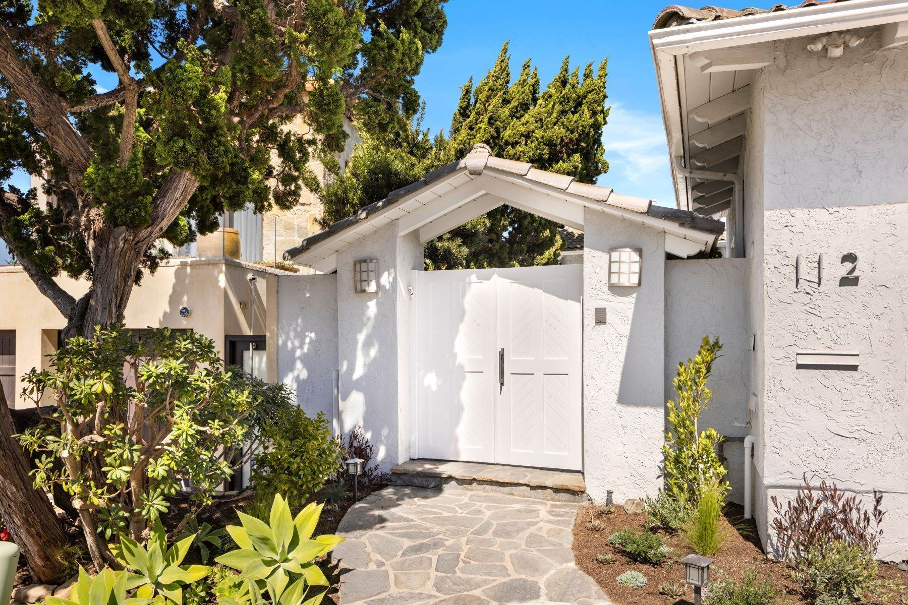 49. Single Family Homes for Sale at 112 South La Senda Drive, Laguna Beach, CA 92651 112 South La Senda Drive Laguna Beach, California 92651 United States